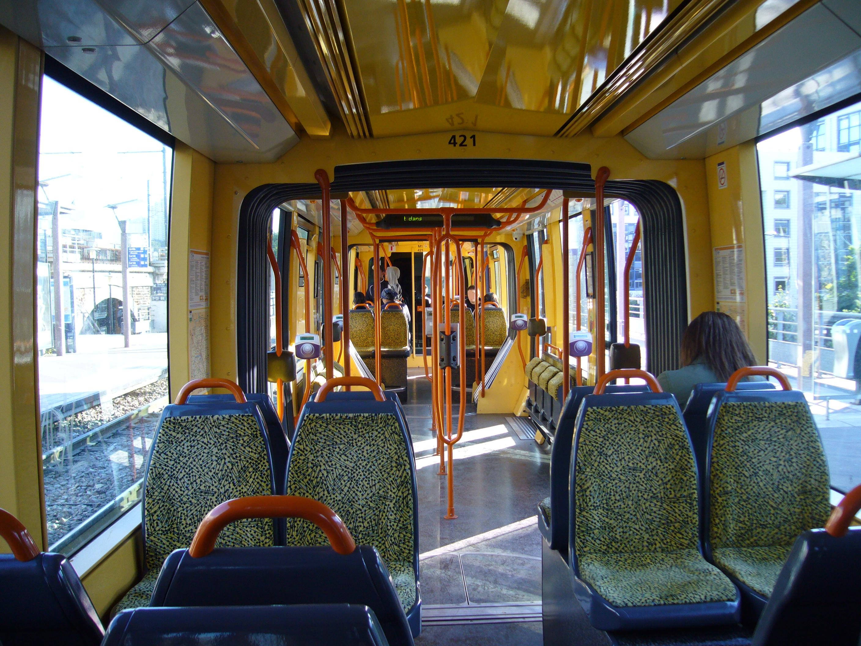 File ile de france tramway t2 interieur for Interieur france