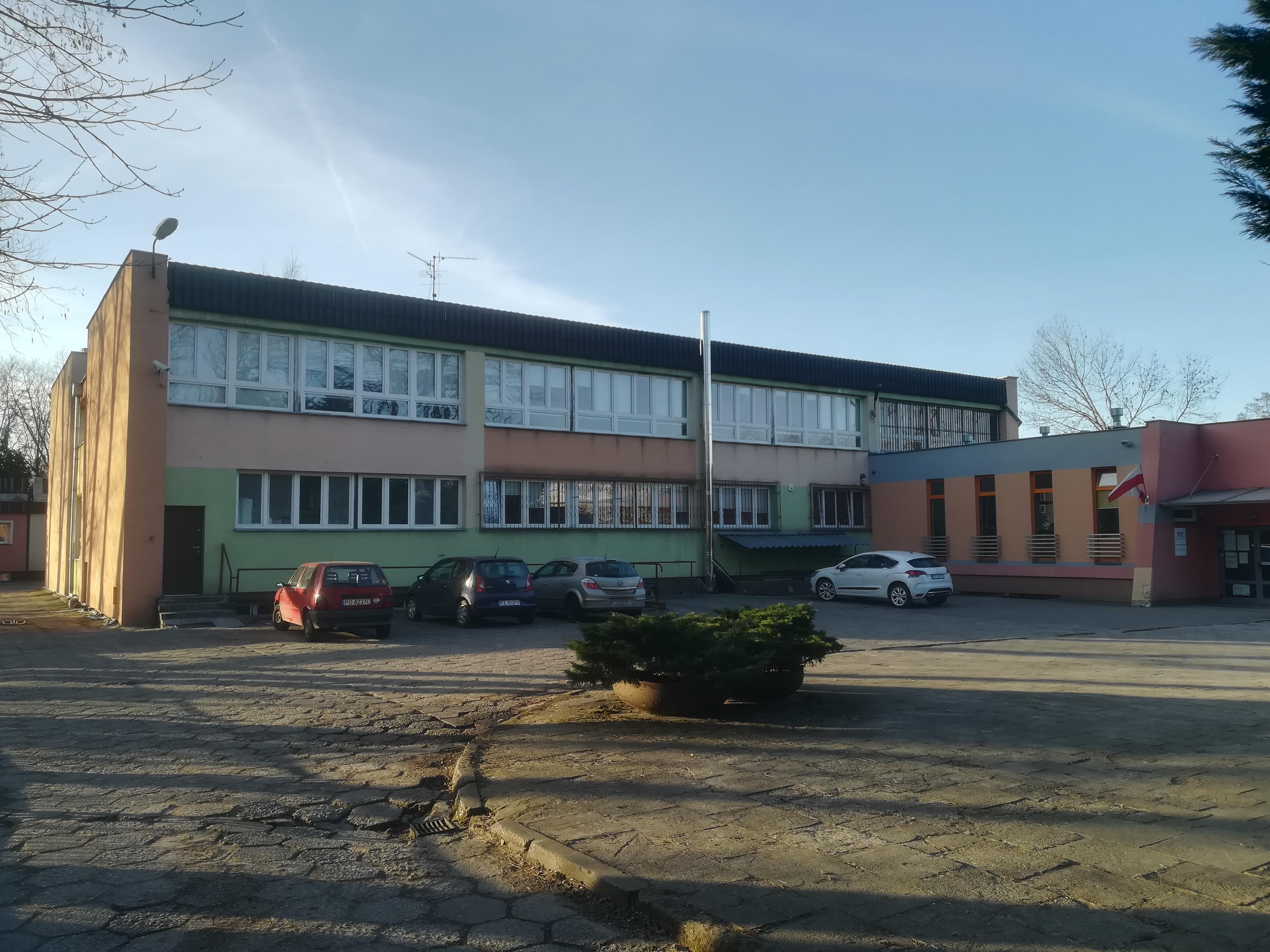 Inne rodzaje Szkoła przy ul. Klemensa Janickiego w Poznaniu – Wikipedia, wolna JR25
