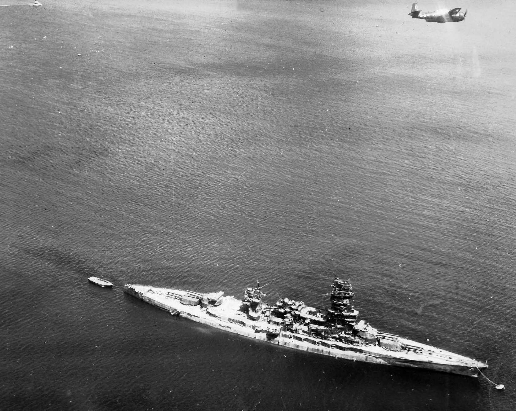 Japanese_battleship_Nagato_at_Yokosuka_1945.jpeg