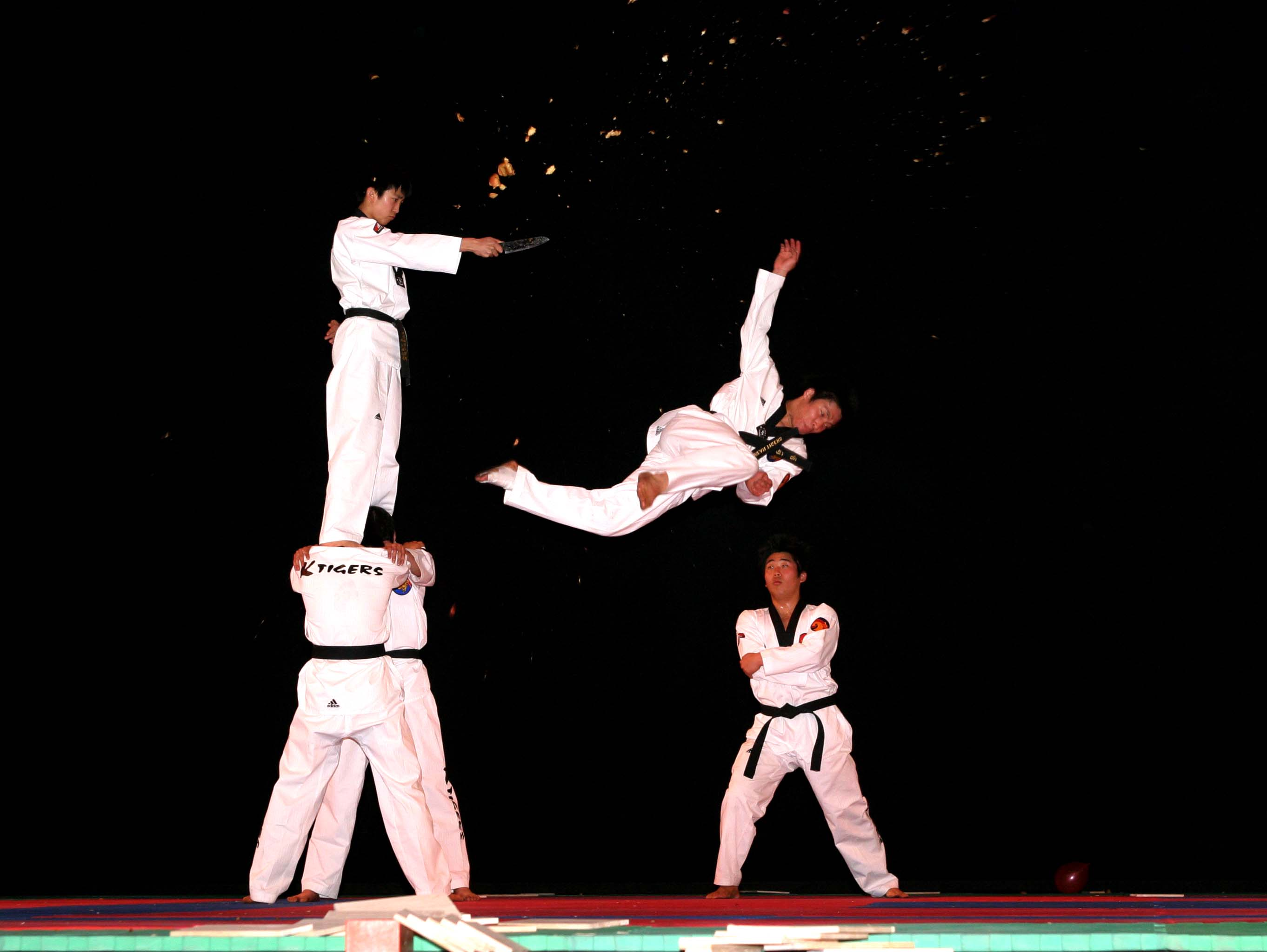 taekwondo korean martial arts Welcome to becks' martial arts with a combined twenty-five years of instructing and training experience, husband and wife team andrew and rebecca beck teach traditional korean taekwondo.