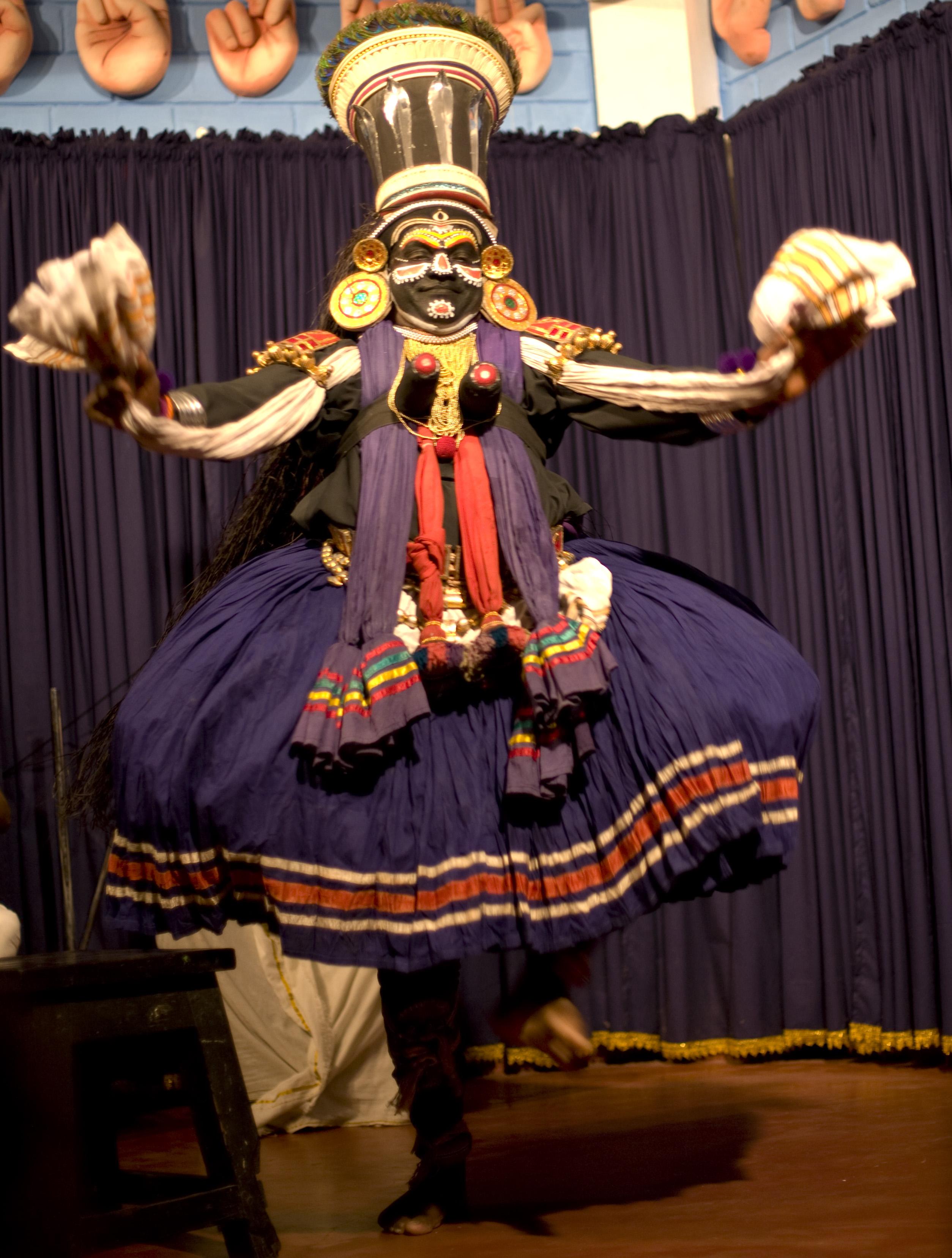 File:Kathakali dancer jpg - Wikimedia Commons
