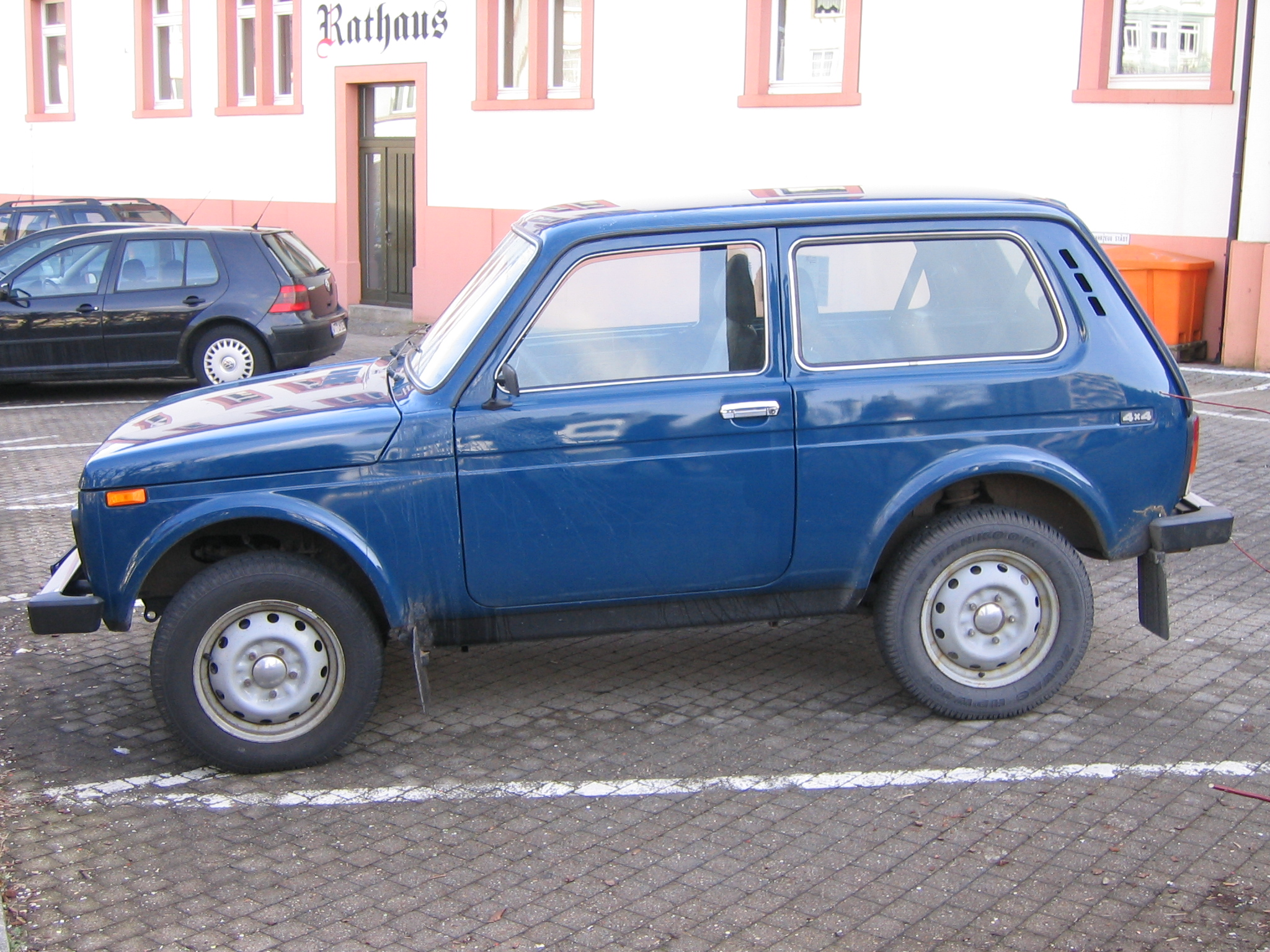 file lada niva 4x4 wikimedia commons. Black Bedroom Furniture Sets. Home Design Ideas
