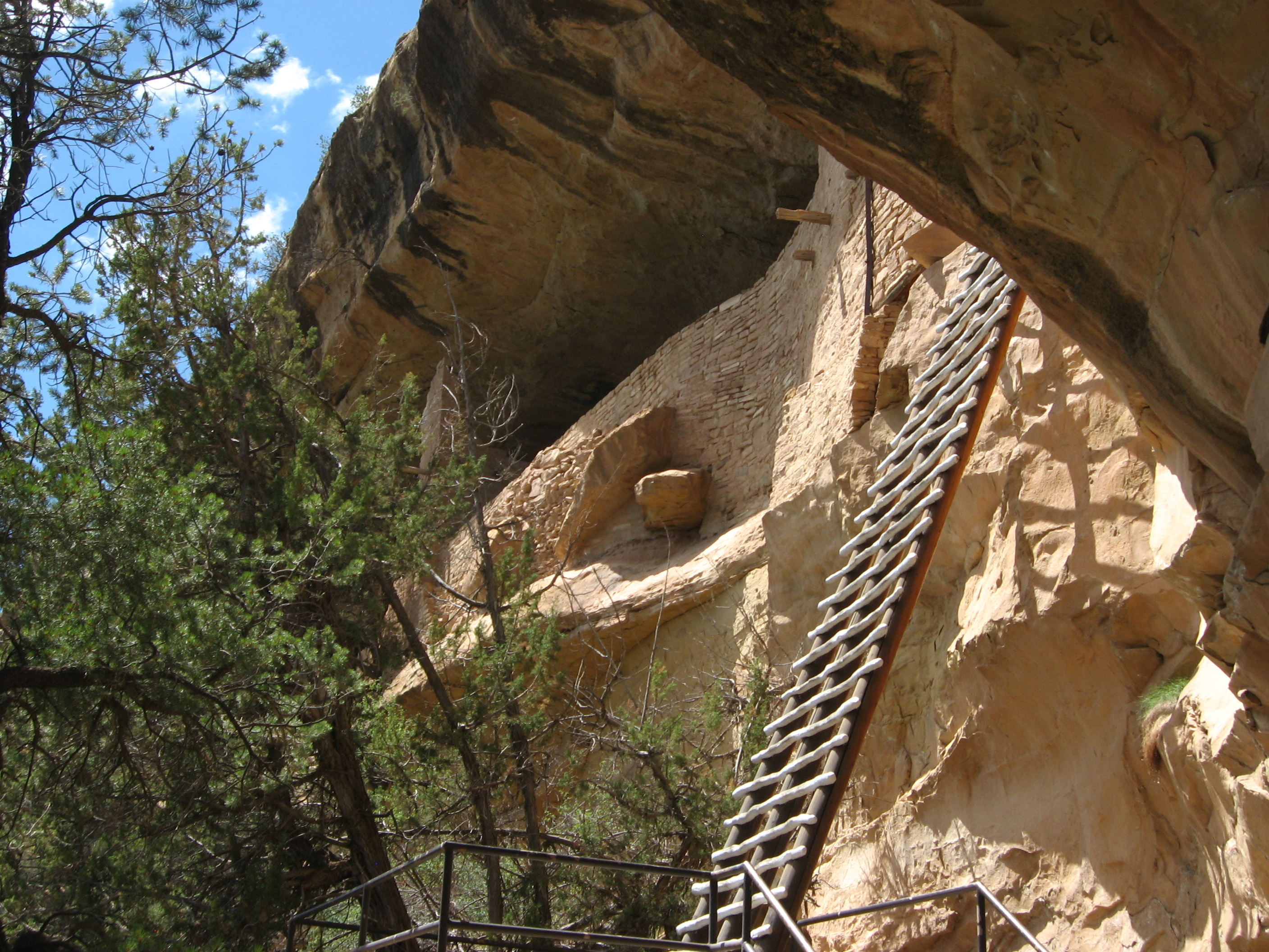 File:Ladder to Balcony House, Mesa Verde National Park ...