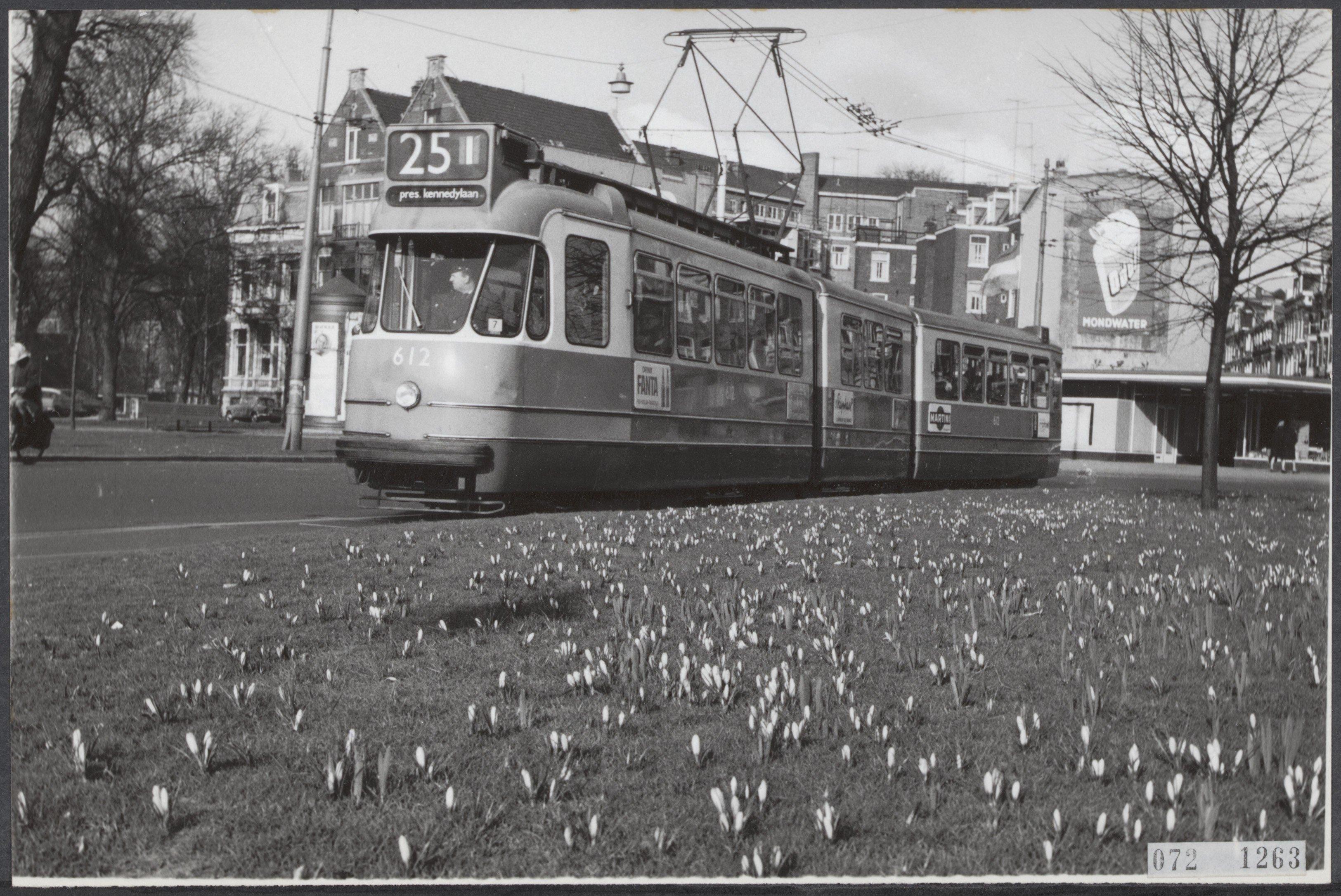 bf89e9ab6a File:Lente, plantsoenen, trams, weteringcircuit, Bestanddeelnr 072-1263.jpg