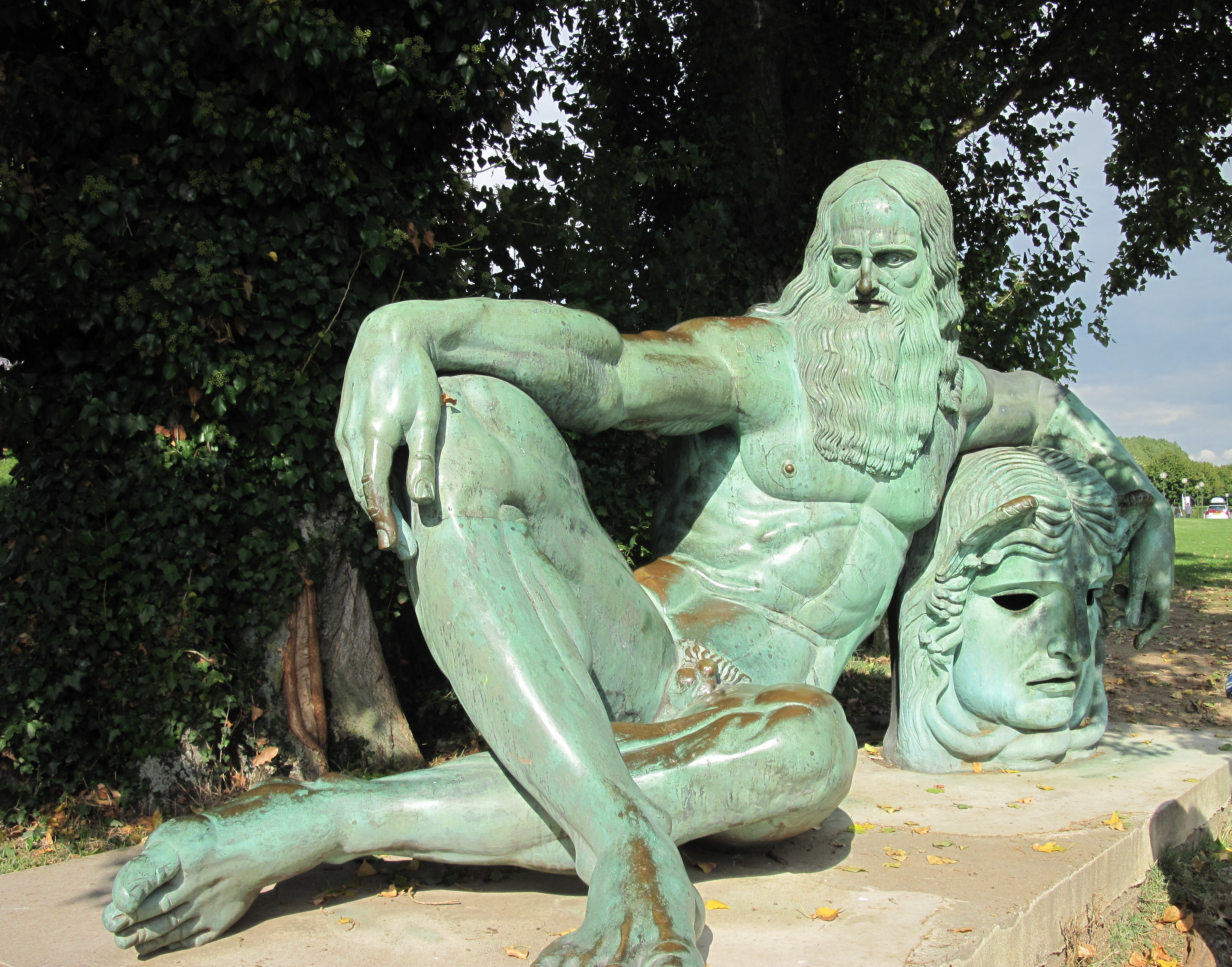 Monument to Leonardo at Amboise.