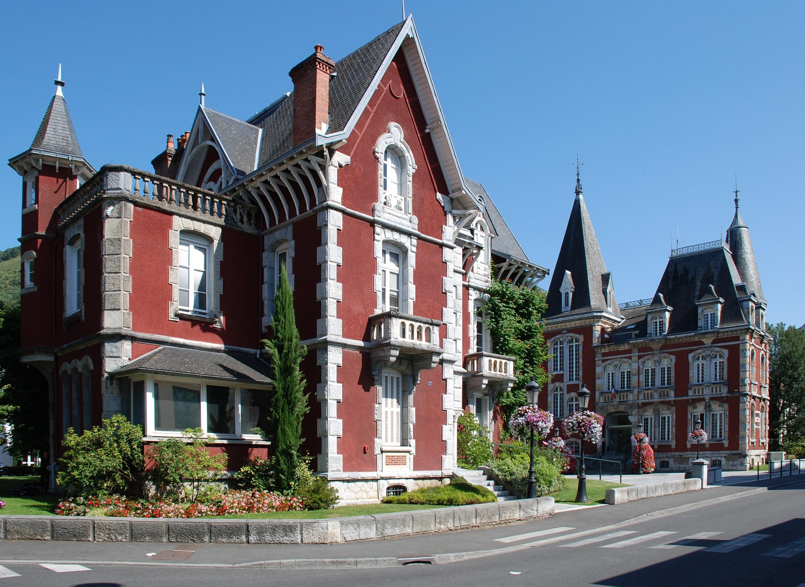 File lourdes services mairie et hotel de for Piscine lourdes