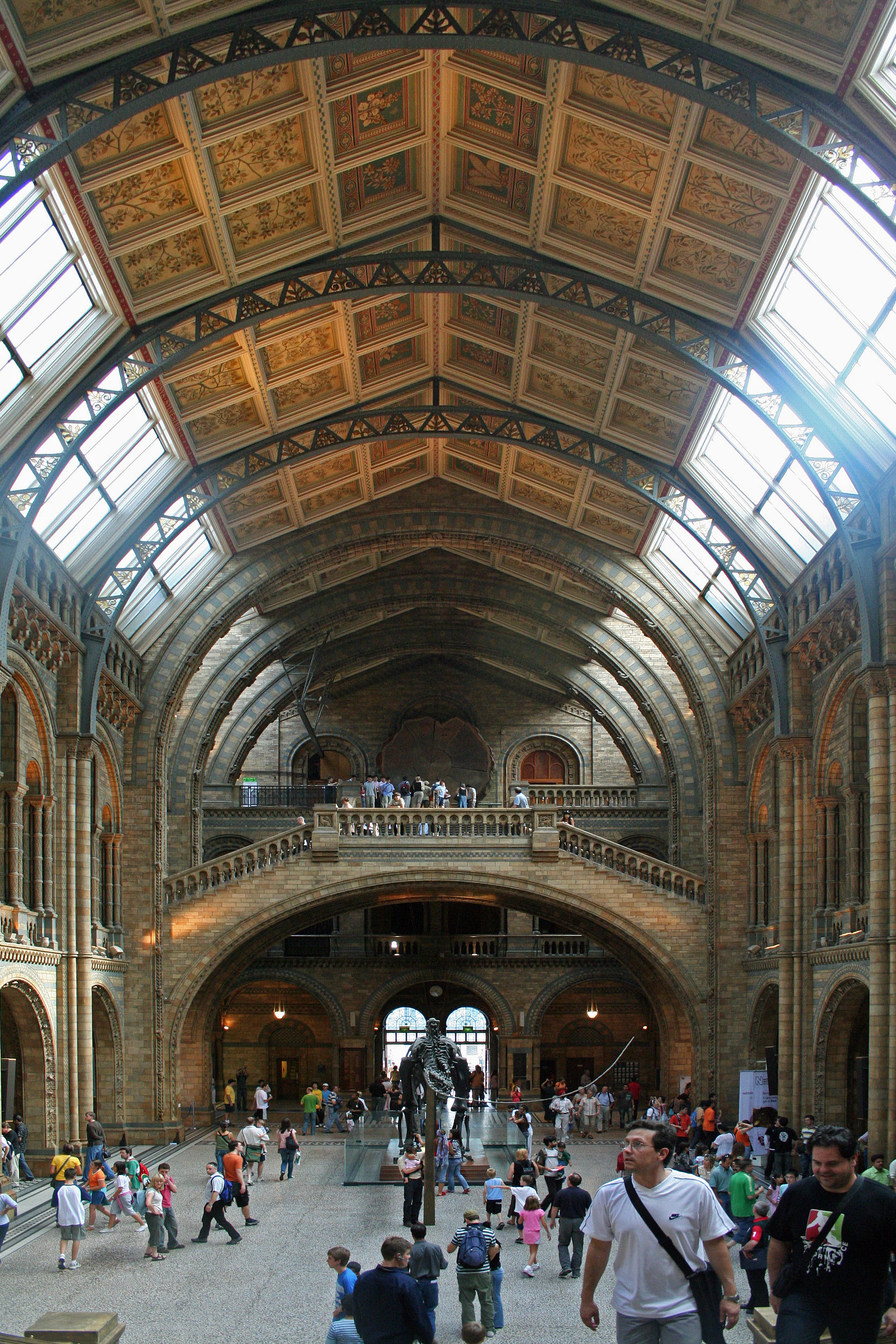 Foyer Museum London : File main hall of the natural history museum london