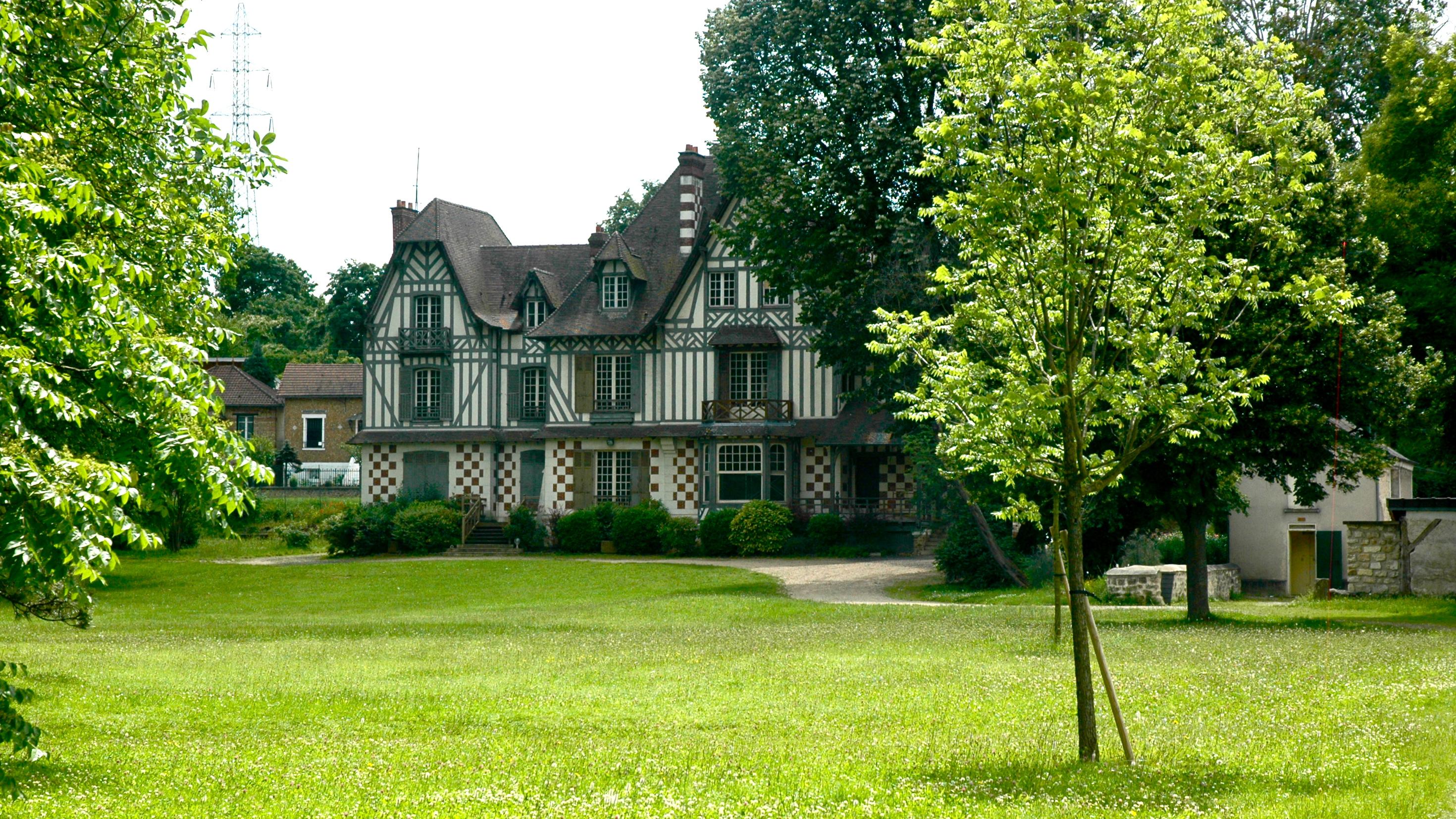 château près de Us le long du GR 1