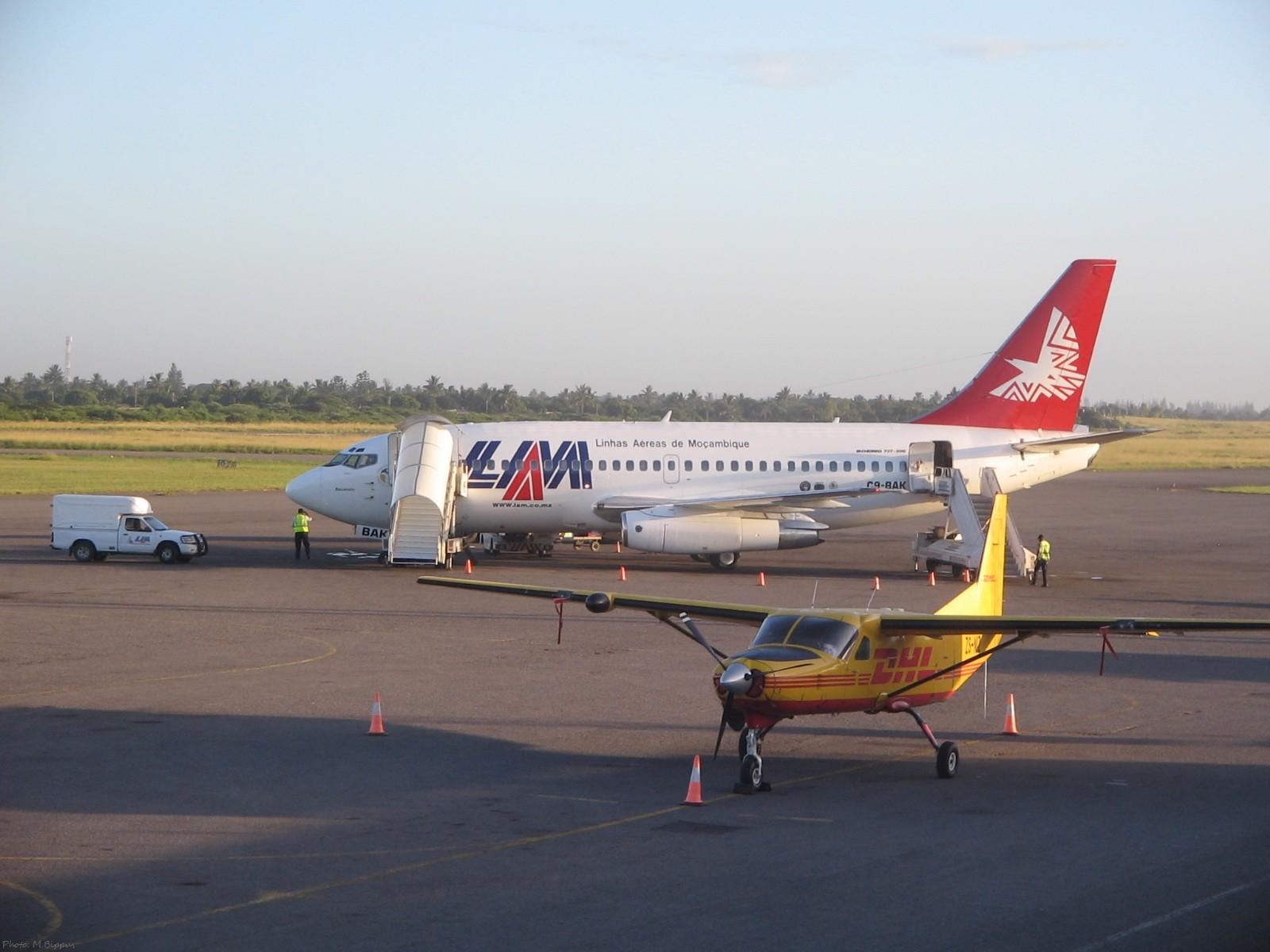 File:Maputo-airport-C9-BAK-LAMandDHL.jpg - Wikimedia Commons
