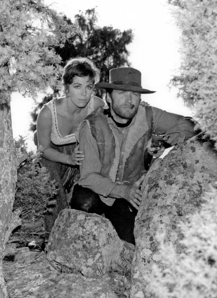 """File:Marianne Koch and Clint Eastwood in """"A Fistful of Dollars"""" (1964).jpg  - Wikipedia"""