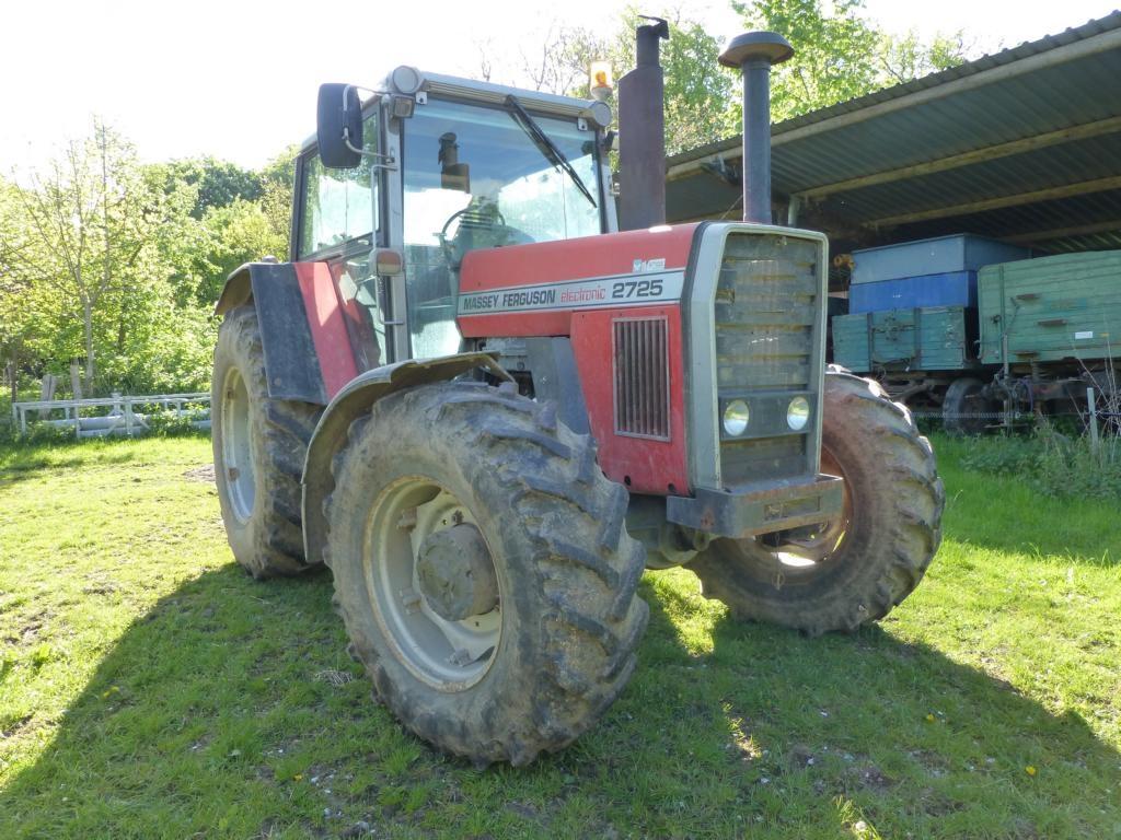 File:Massey Ferguson MF 2725 Traktor.jpg - Wikimedia Commons