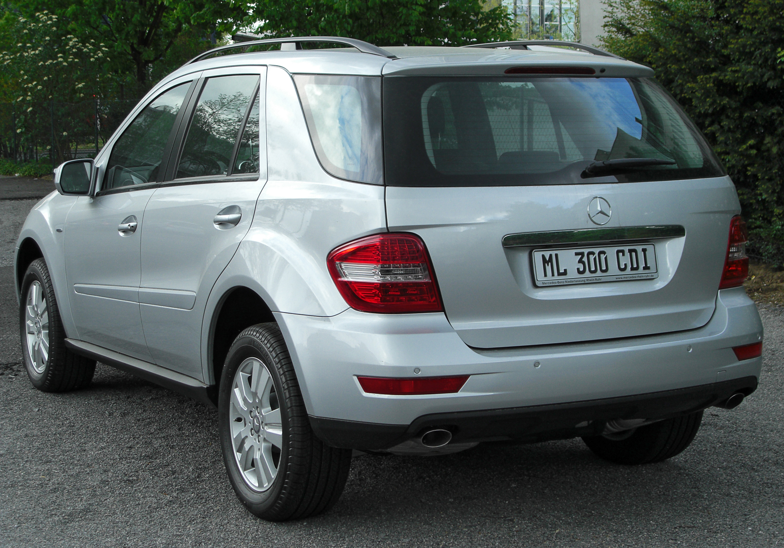 file mercedes ml 300 cdi 4matic blueefficiency w164 facelift rear wikimedia commons. Black Bedroom Furniture Sets. Home Design Ideas