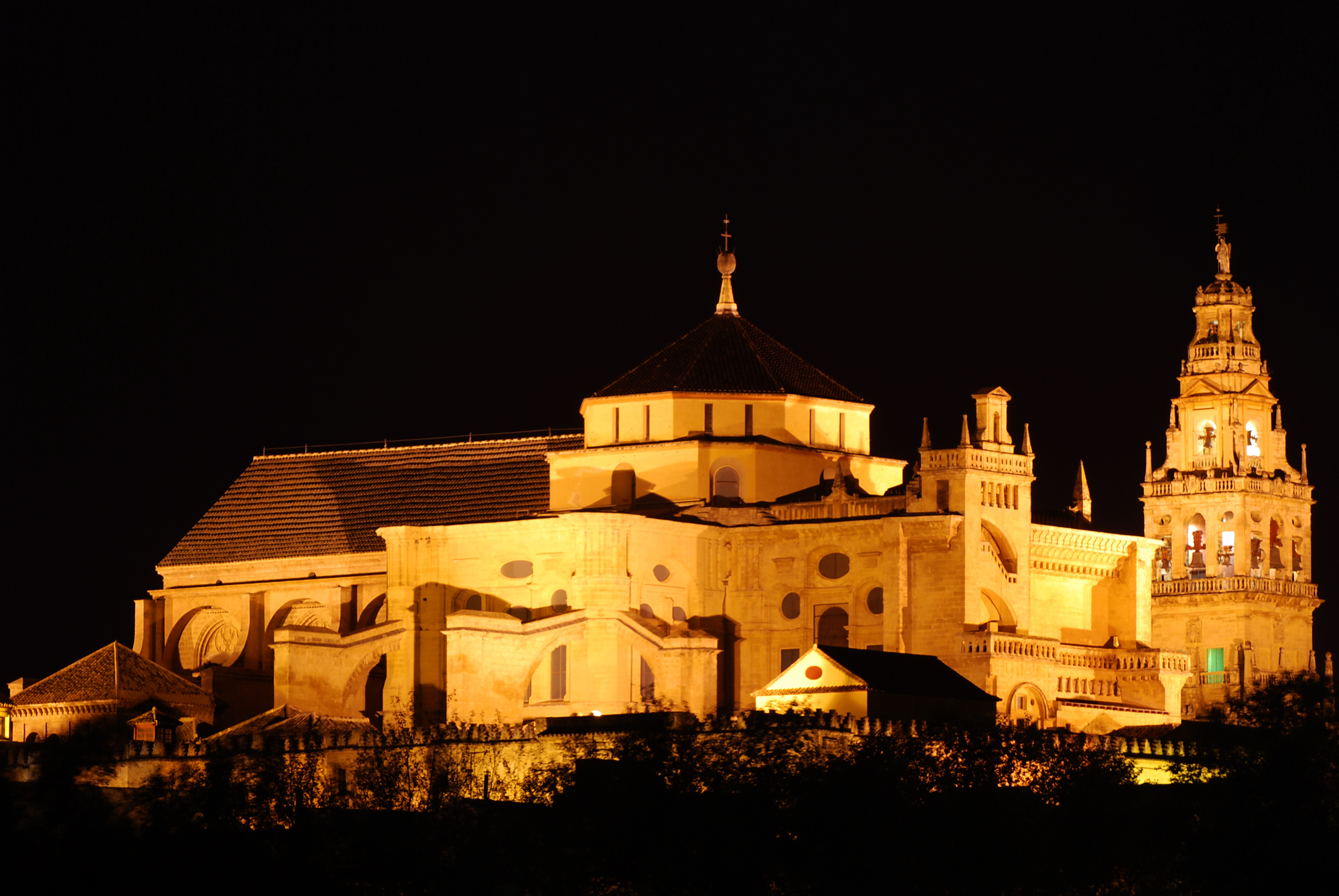 File mezquita catedral de c rdoba de noche 3076433987 - Mezquita de cordoba de noche ...