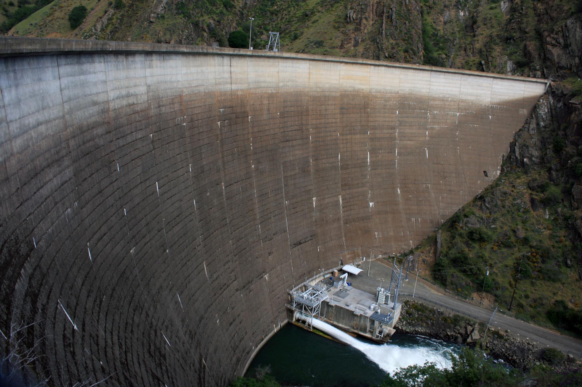 Glory hole dam water
