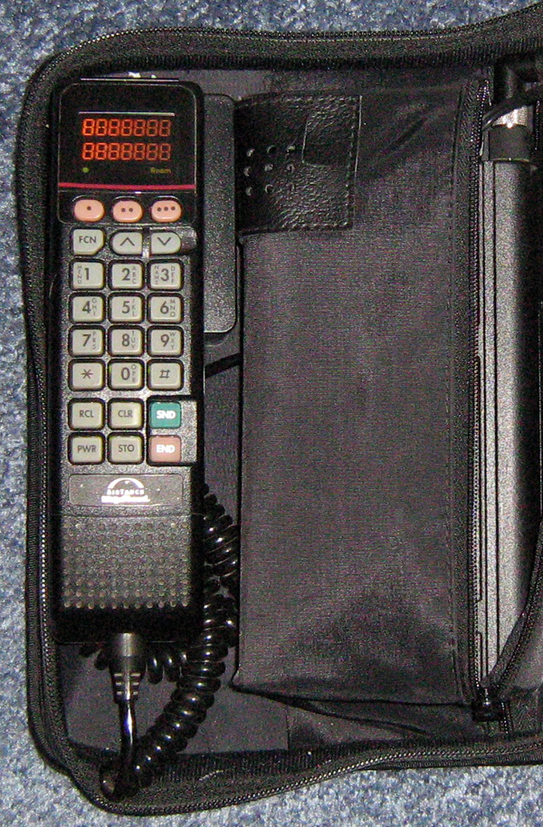 super popular 781f3 0bcd2 Motorola Bag Phone - Wikipedia