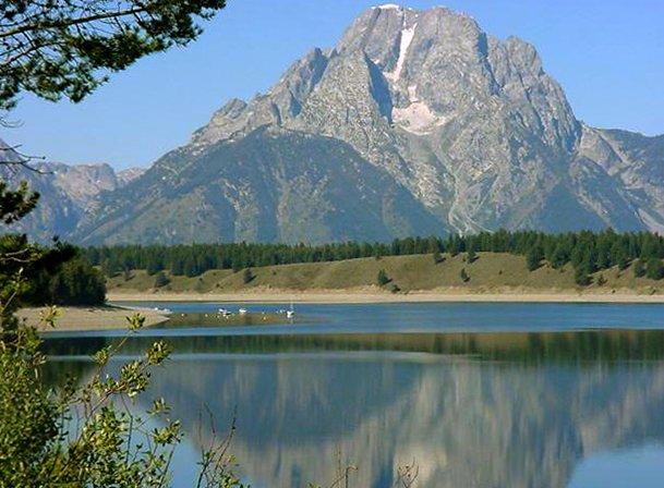 Archivo:Mount Moran from Jackson Lake-NPS.jpg