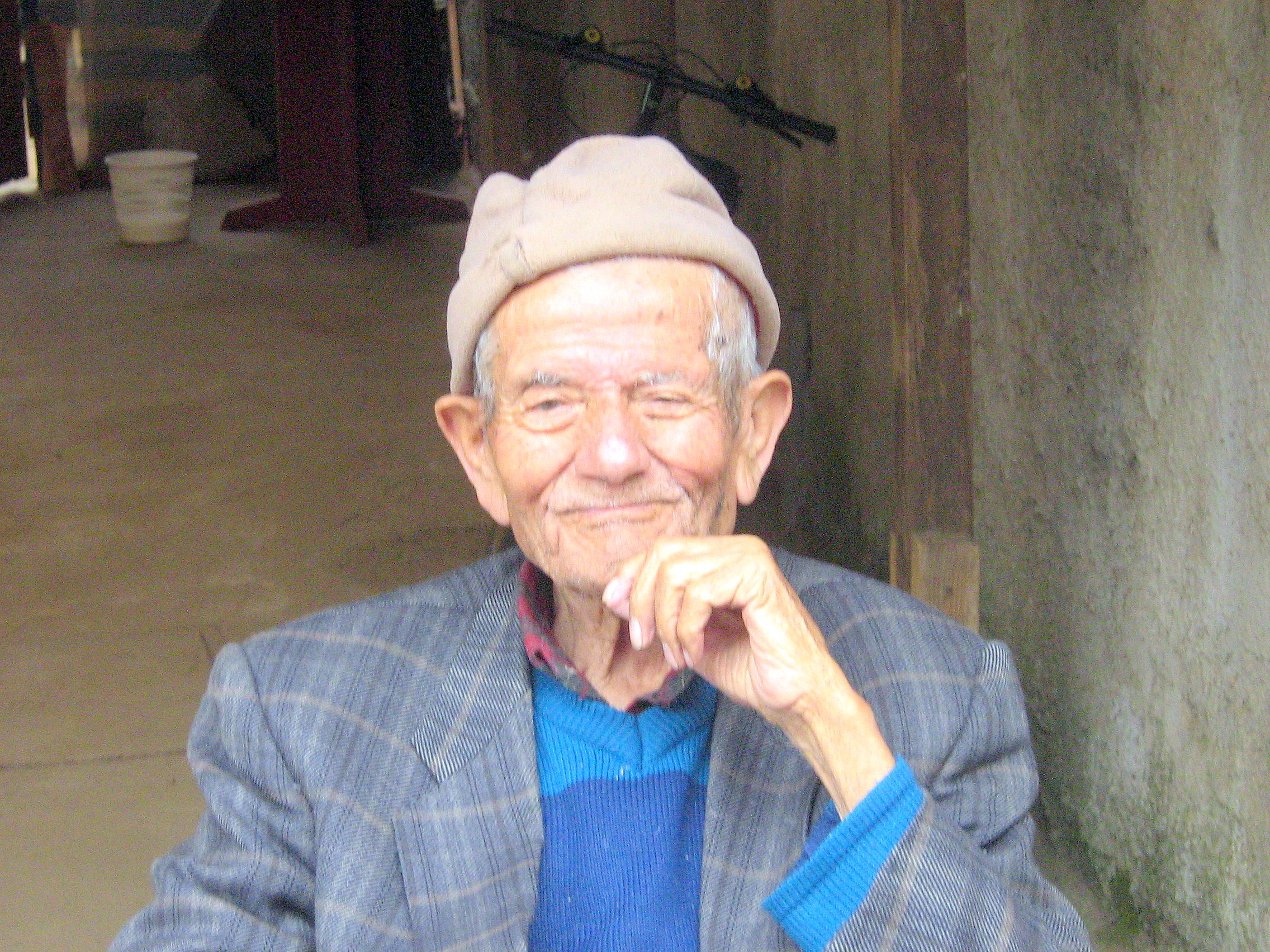 A smiling old man from Chile