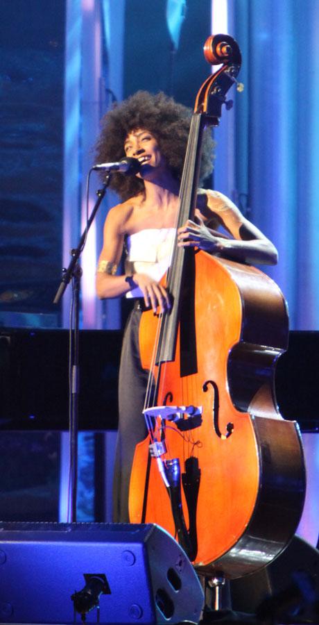 Nobel Peace Price Concert 2009 Esperanza Spalding1.jpg