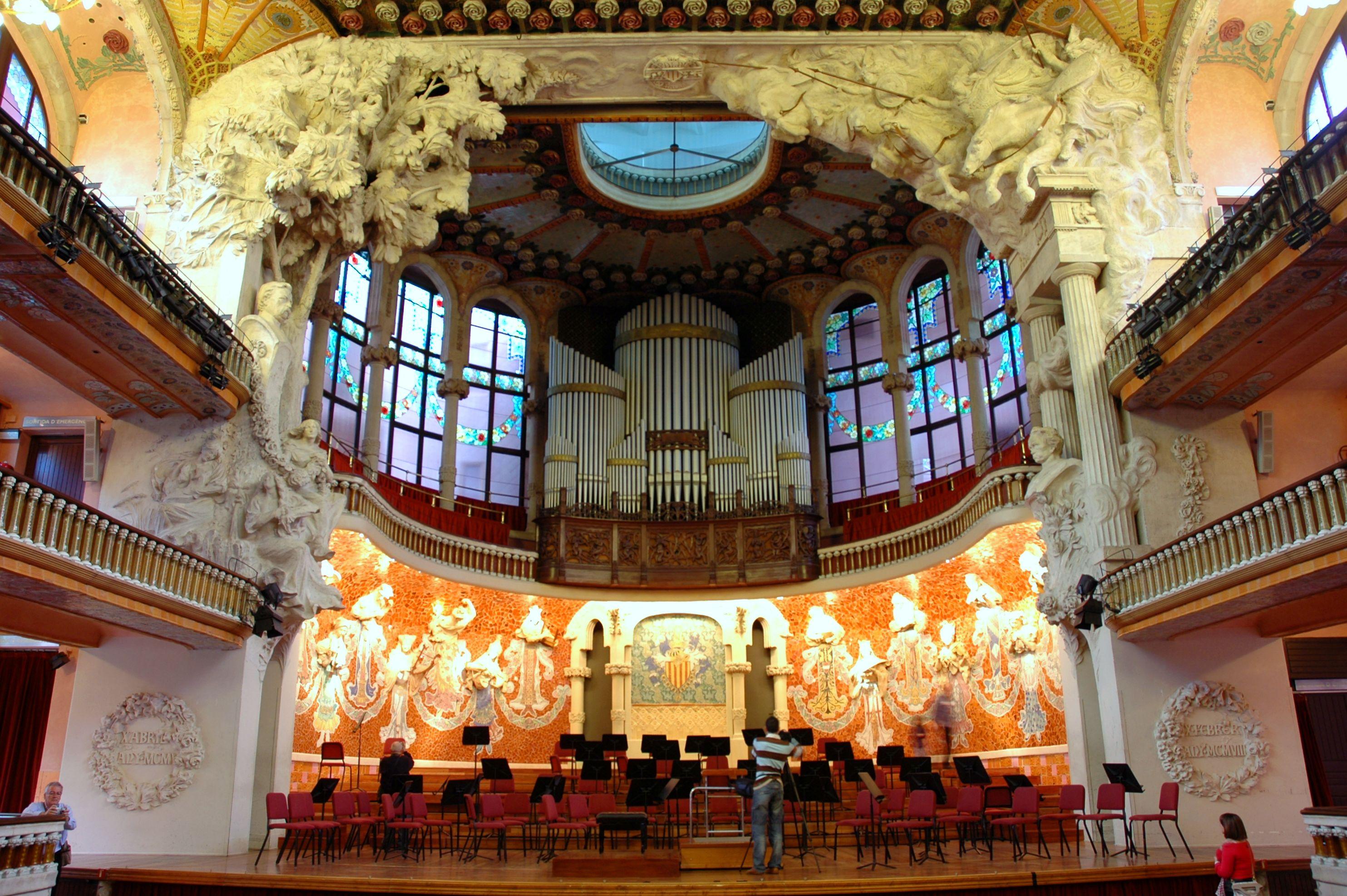 File palau de la m sica escenari jpg wikimedia commons for Beautiful house music