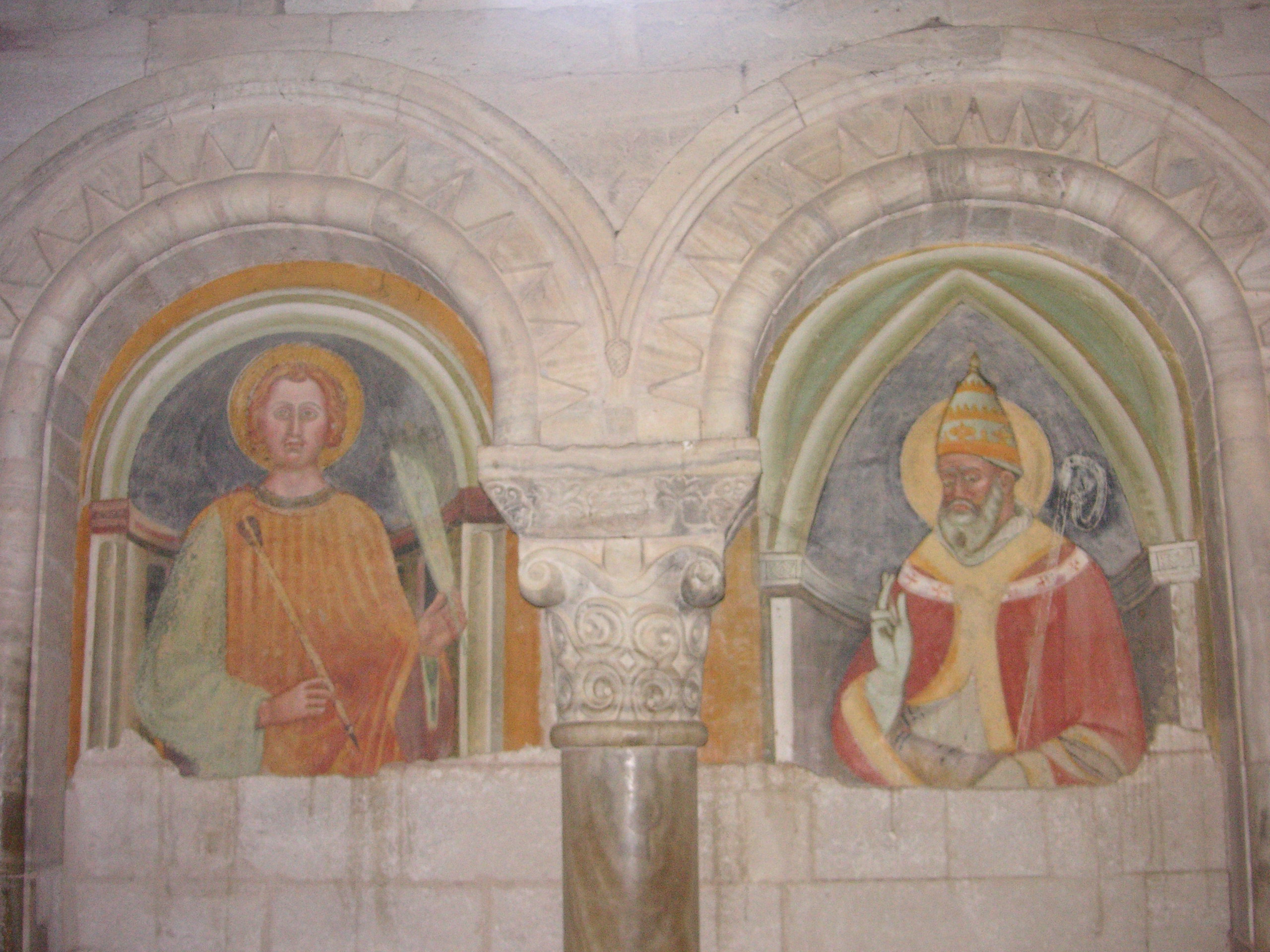 https://upload.wikimedia.org/wikipedia/commons/4/46/Sant%27Antimo_affreschi.JPG