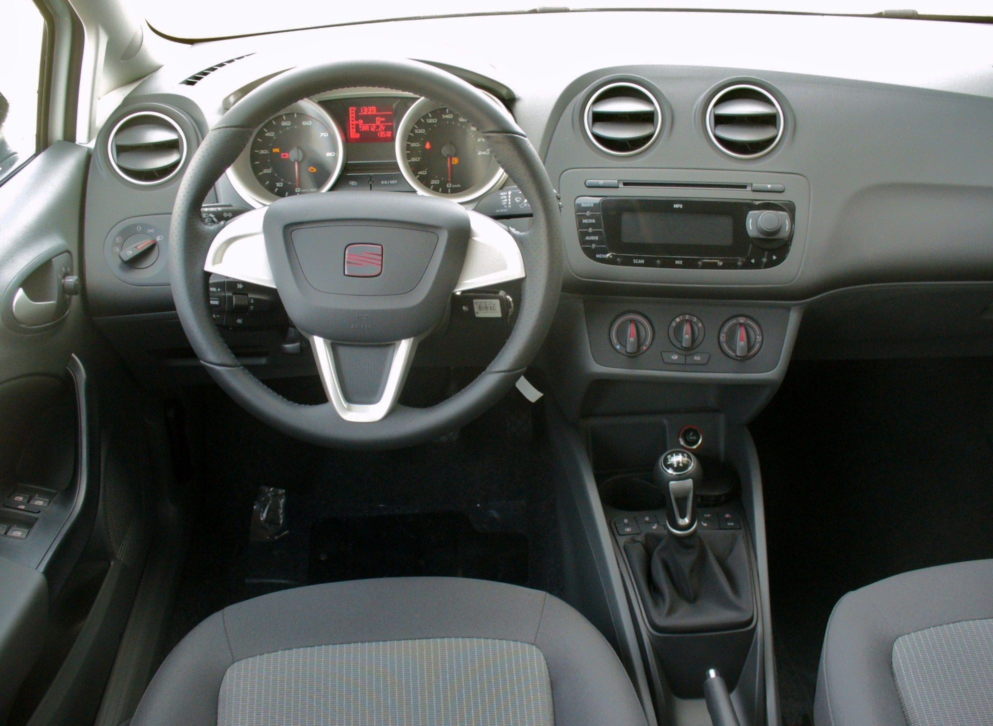 file seat ibiza 6j st 1 4 style candywei interieur jpg wikimedia commons. Black Bedroom Furniture Sets. Home Design Ideas