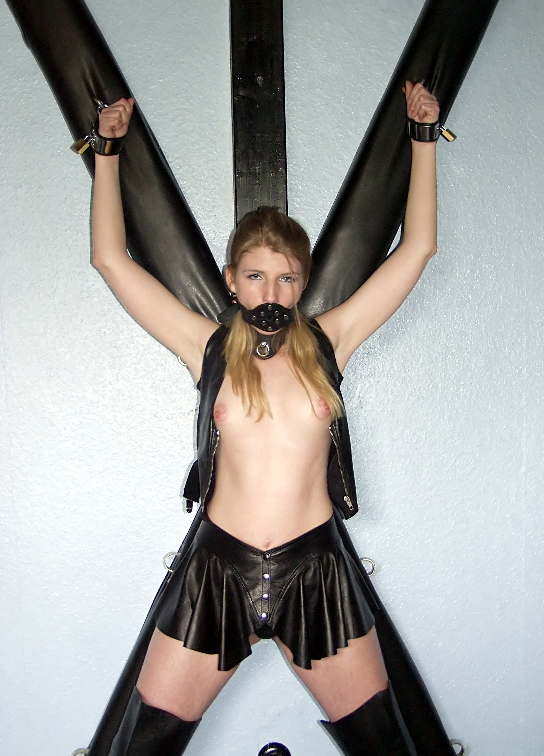 Come Bondage pictures st andrews cross muuuitooo gooooostooooosaaa