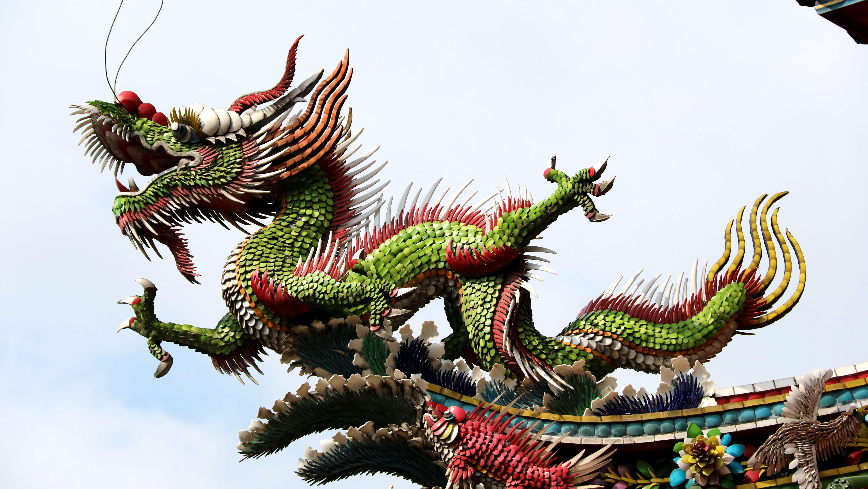 Temple rooftop dragon in Taiwan (1).jpg