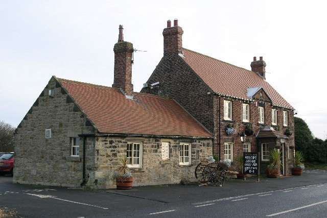 File:The Beehive Public House   Geograph.org.uk   107326