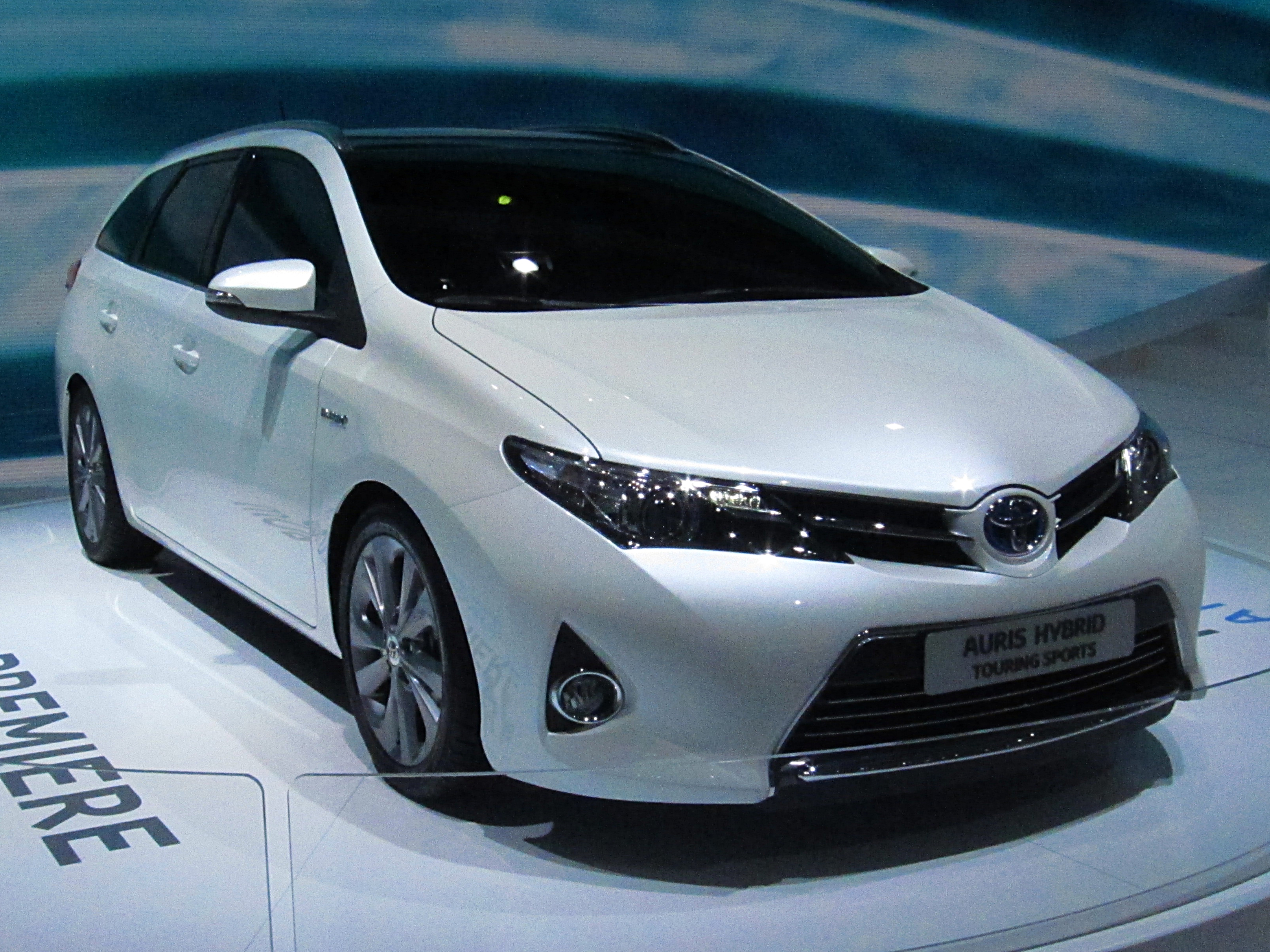 toyota auris ii hybrid touring sports front jpg wikipedia. Black Bedroom Furniture Sets. Home Design Ideas