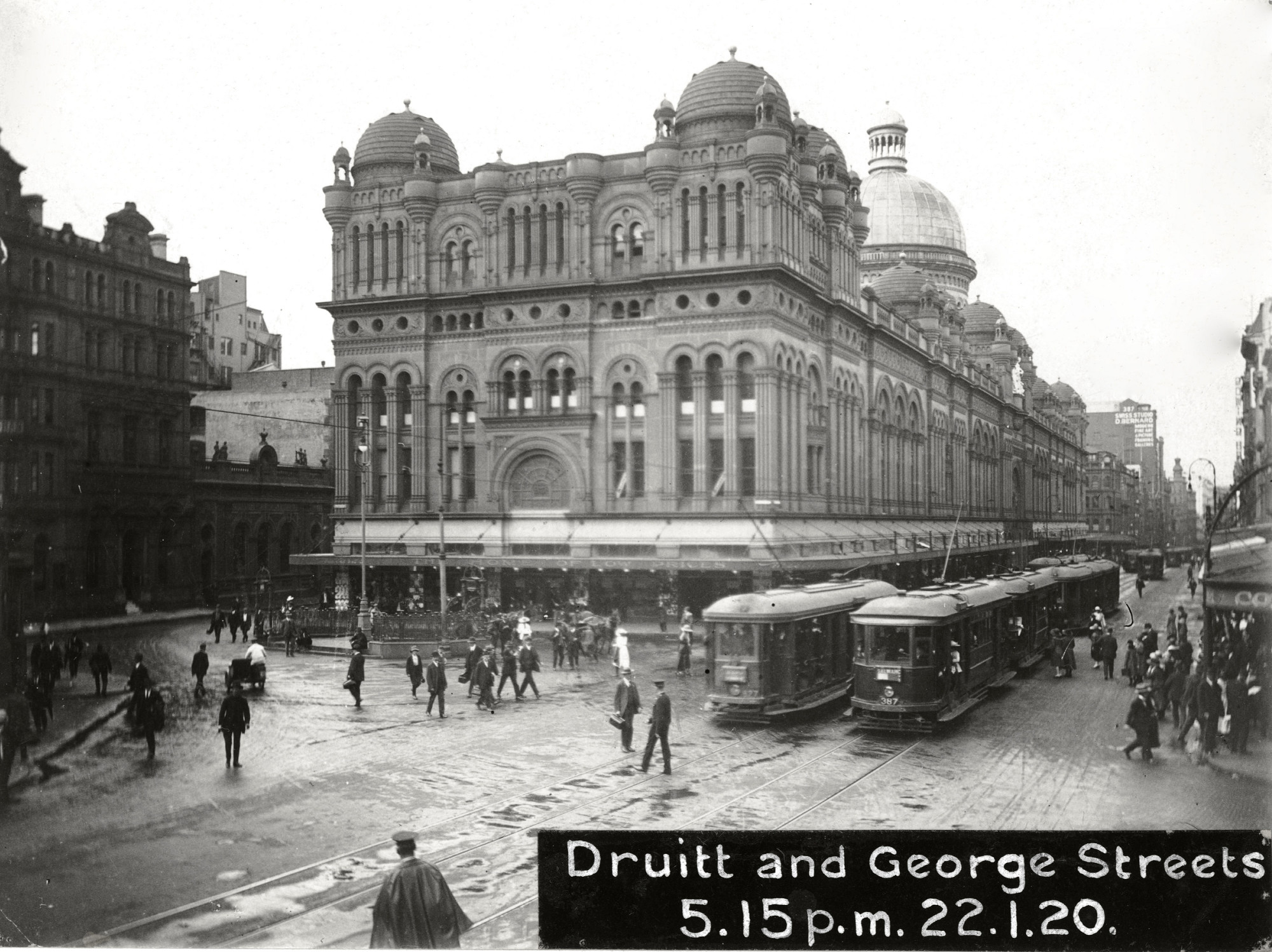 File Trams On George Street In Front Of The Qvb
