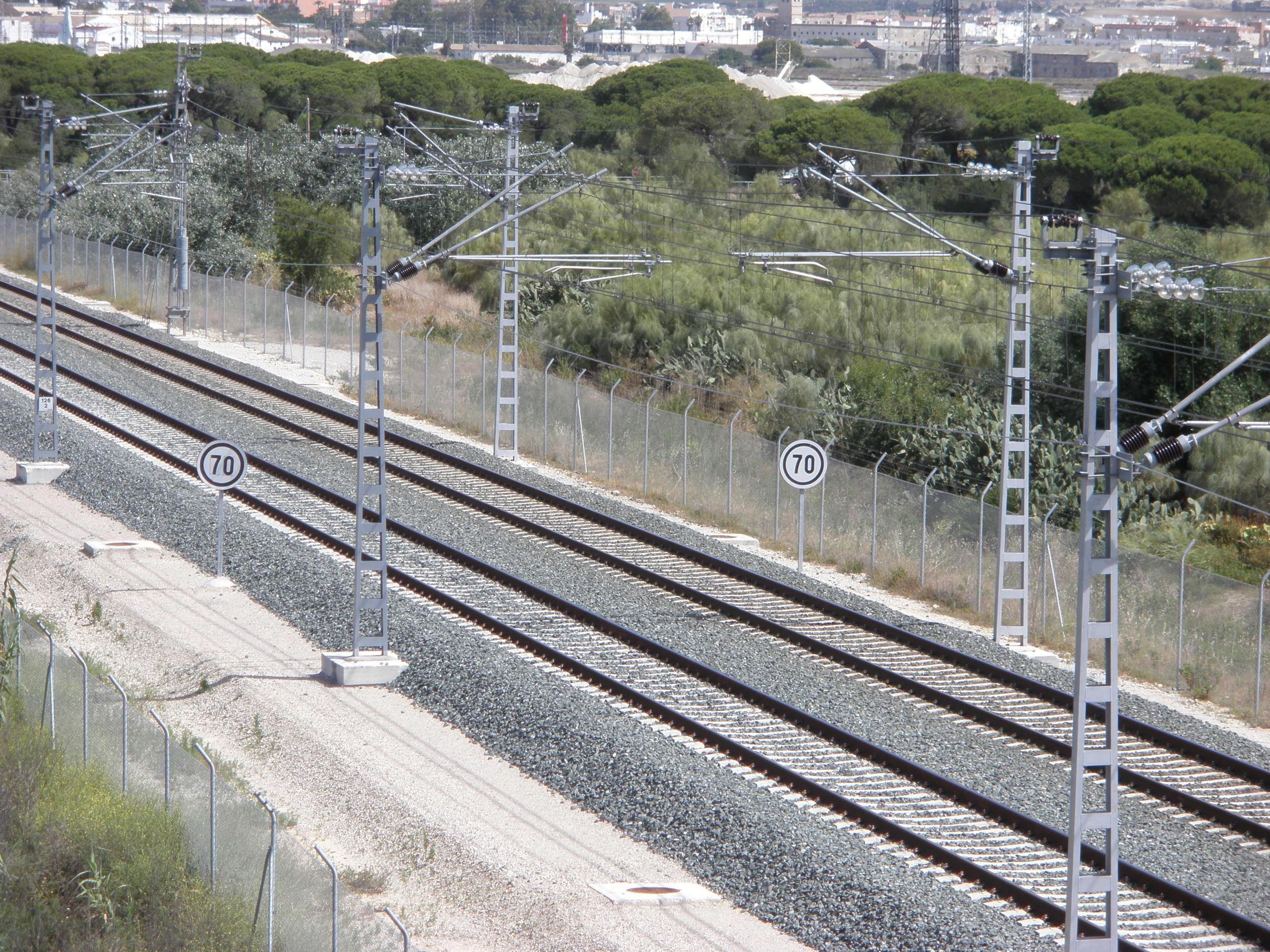 Archivo v as cerca de la estaci n de trenes de valdelagrana el puerto de santa mar a c diz - Tren el puerto de santa maria madrid ...