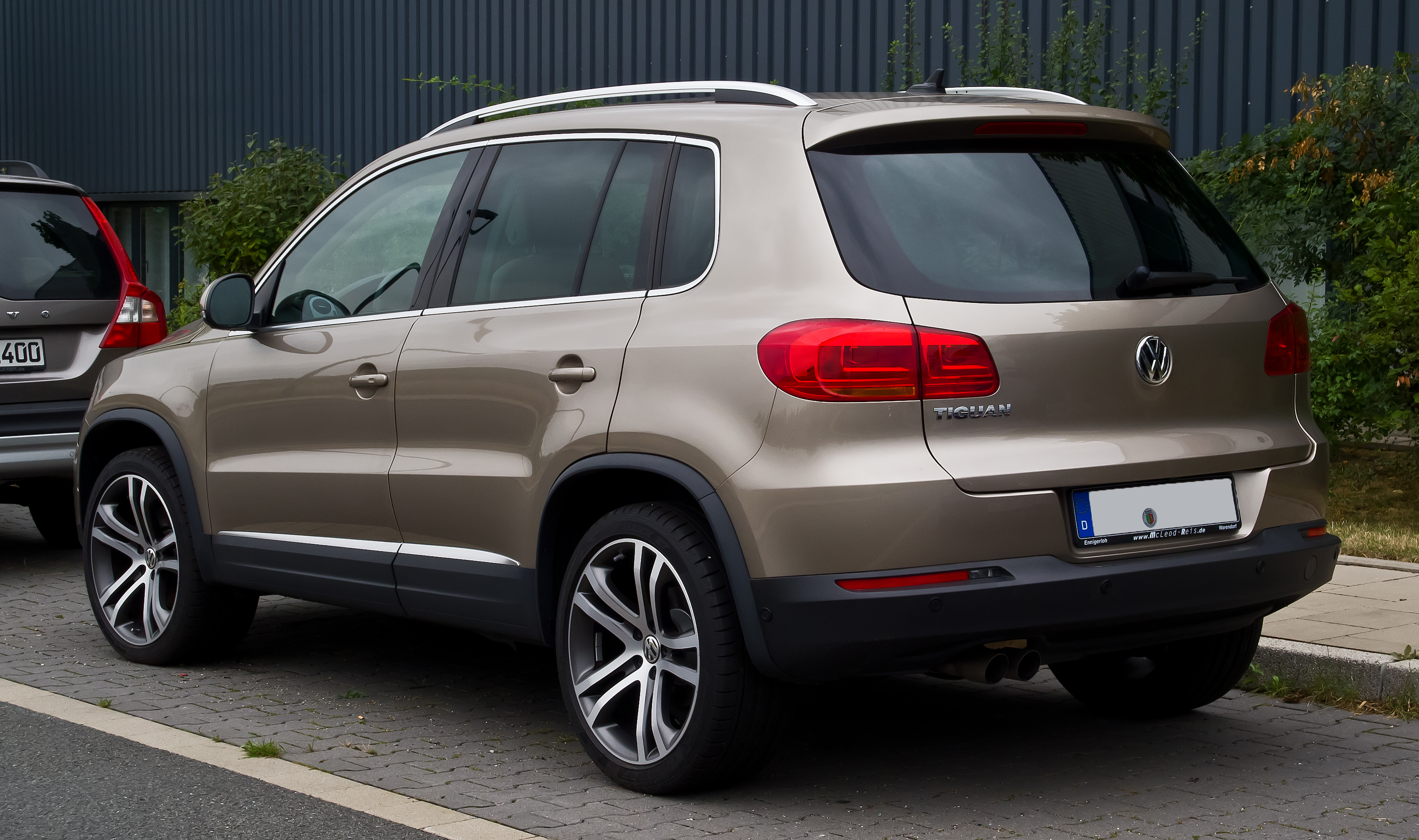 file vw tiguan sport style facelift heckansicht 25 august 2013 d. Black Bedroom Furniture Sets. Home Design Ideas