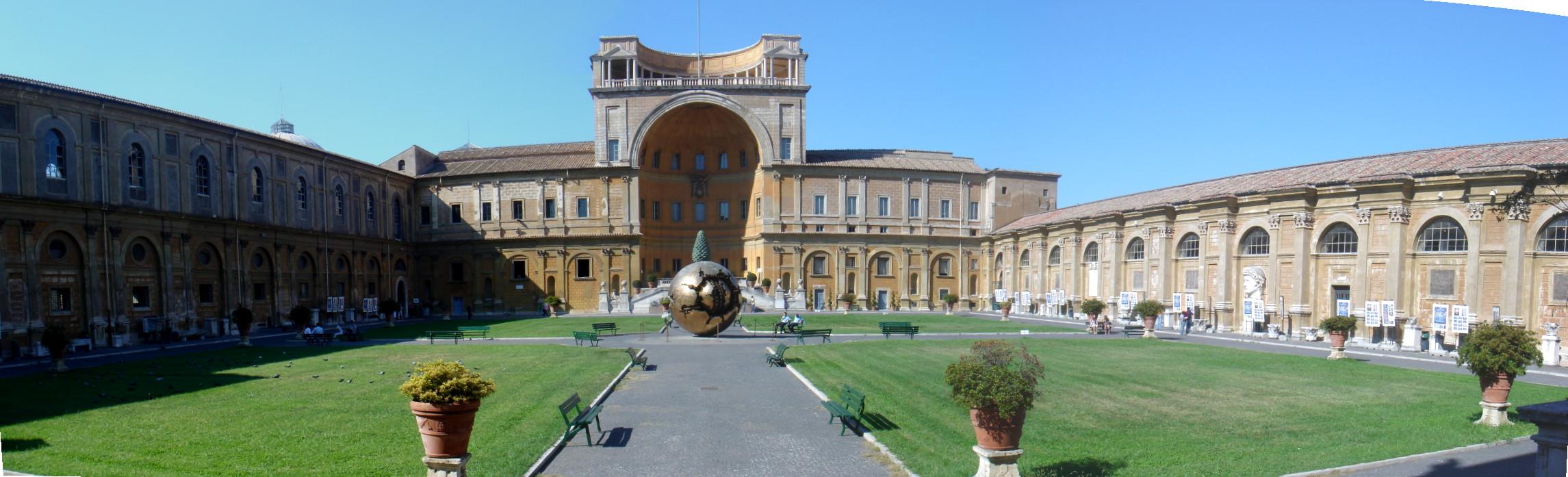 Vista del patio de la Piña, de los Museos Vaticanos.