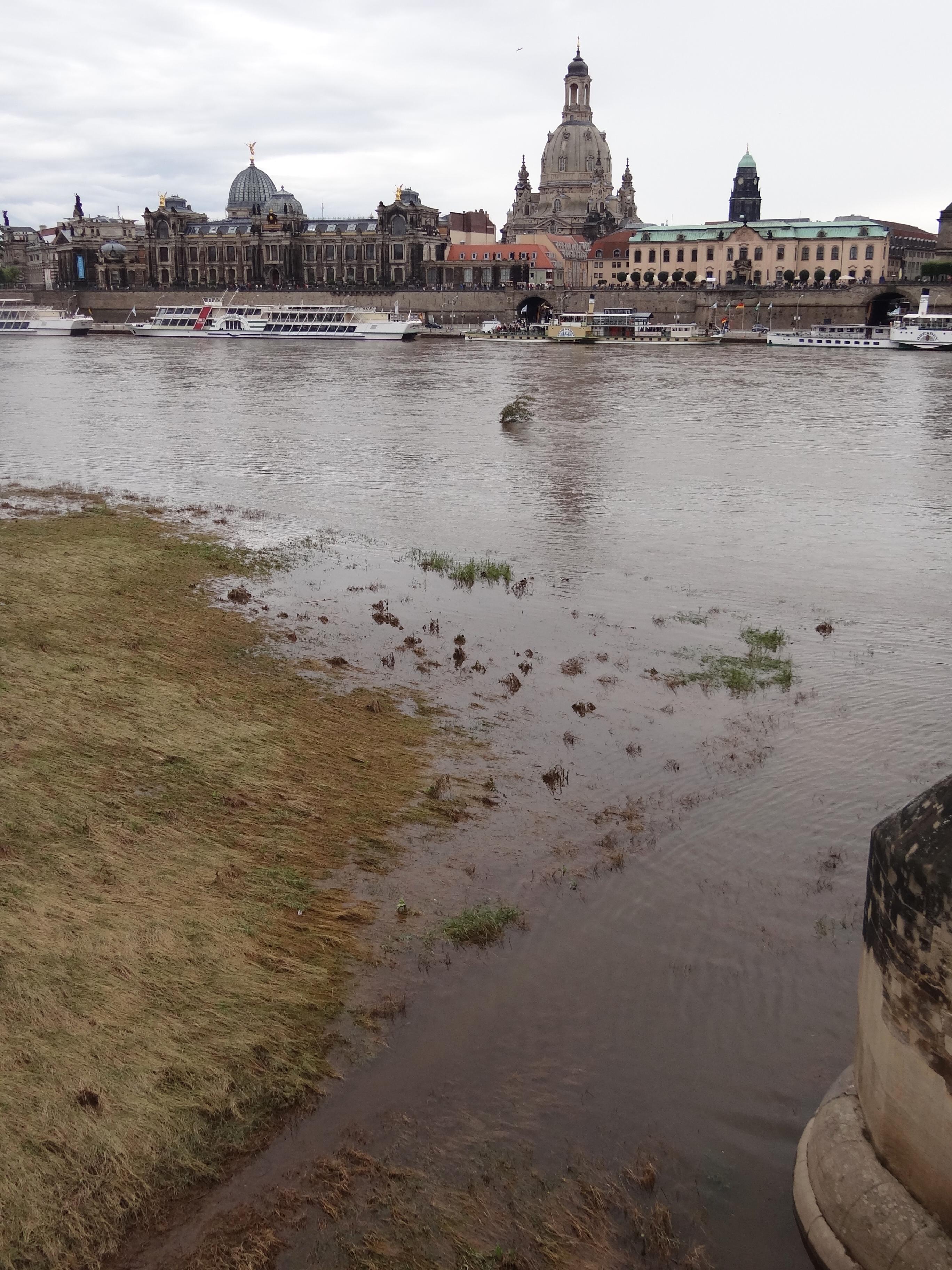 Verzauberkunst Skyline Dresden Galerie Von File:view Over Flooded River Elbe With -