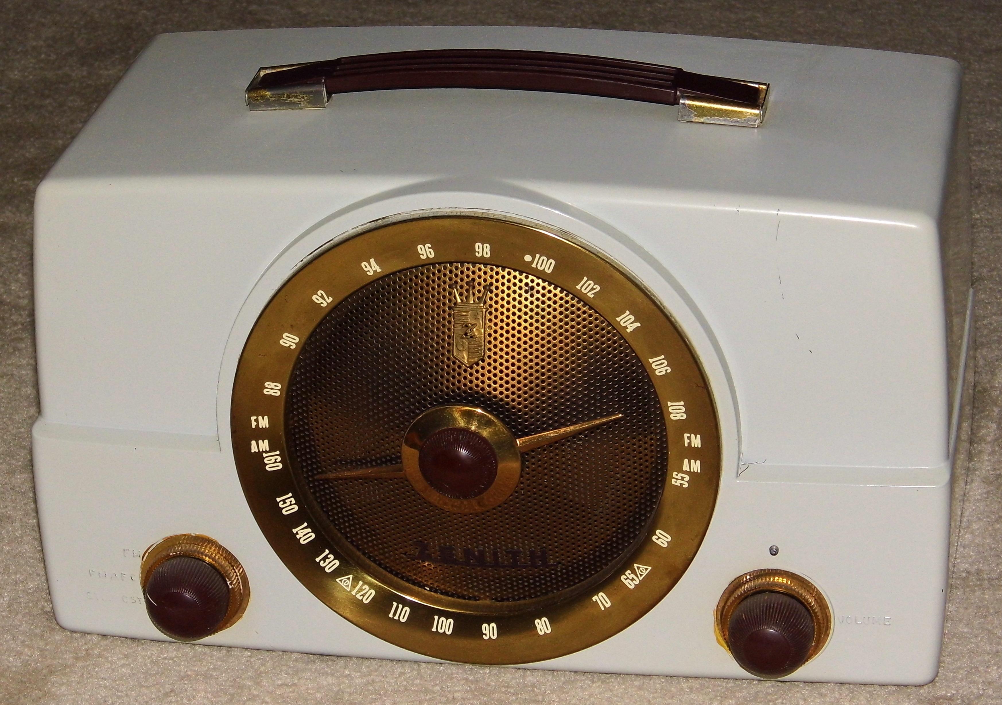 File:Vintage Zenith Table Radio, Model Y825, Painted Bakelite Cabinet,  Broadcast U0026
