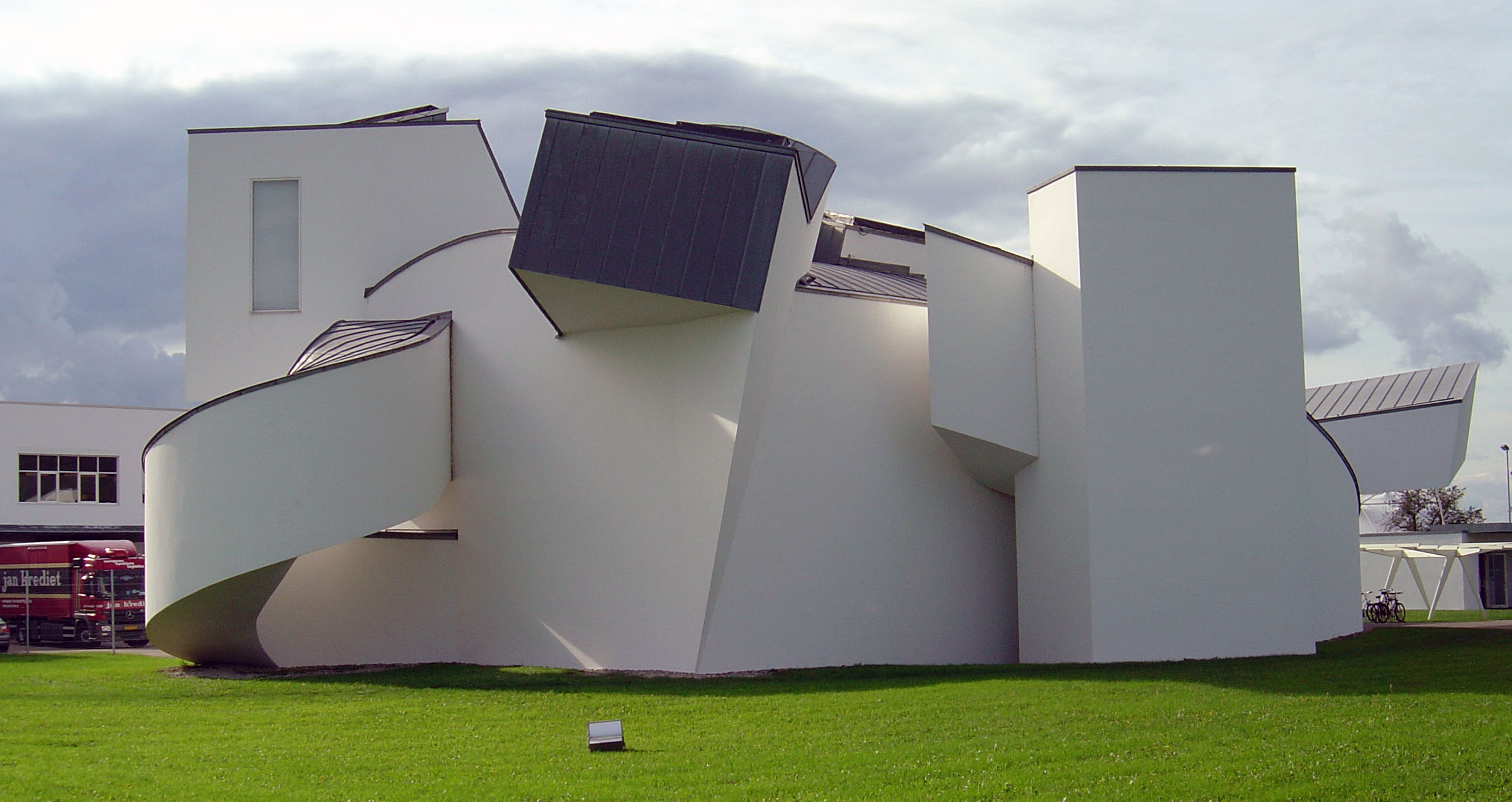 File:Vitra Design Museum, side view.jpg - Wikimedia Commons