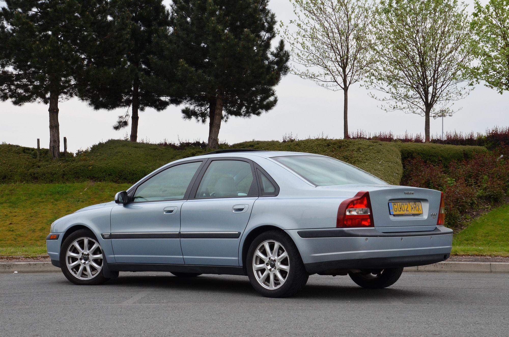 File:Volvo S80 2.4T 2002 Blue, rear..jpg - Wikimedia Commons