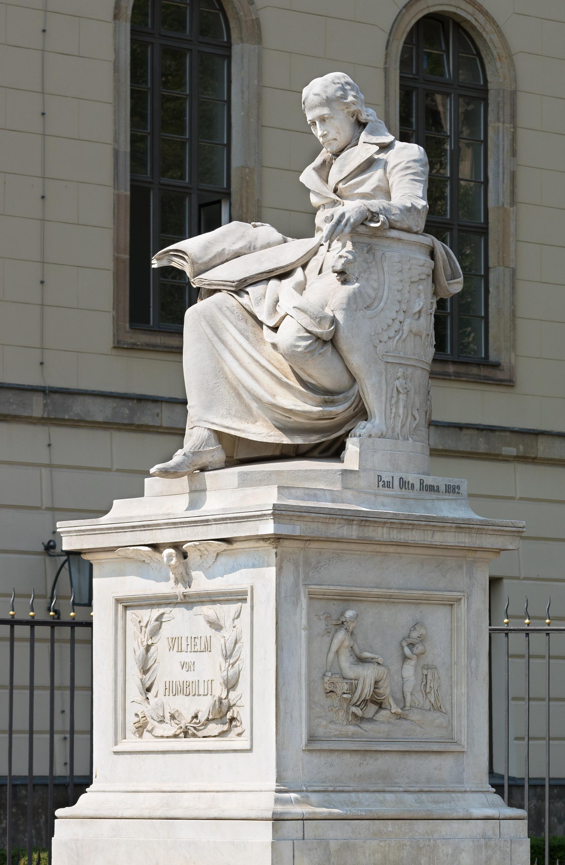 Wilhelm von Humboldt, der Spiritus rector der  Friedrich-Wilhelms-Universität (Denkmal vor dem Hauptgebäude von Paul Otto)