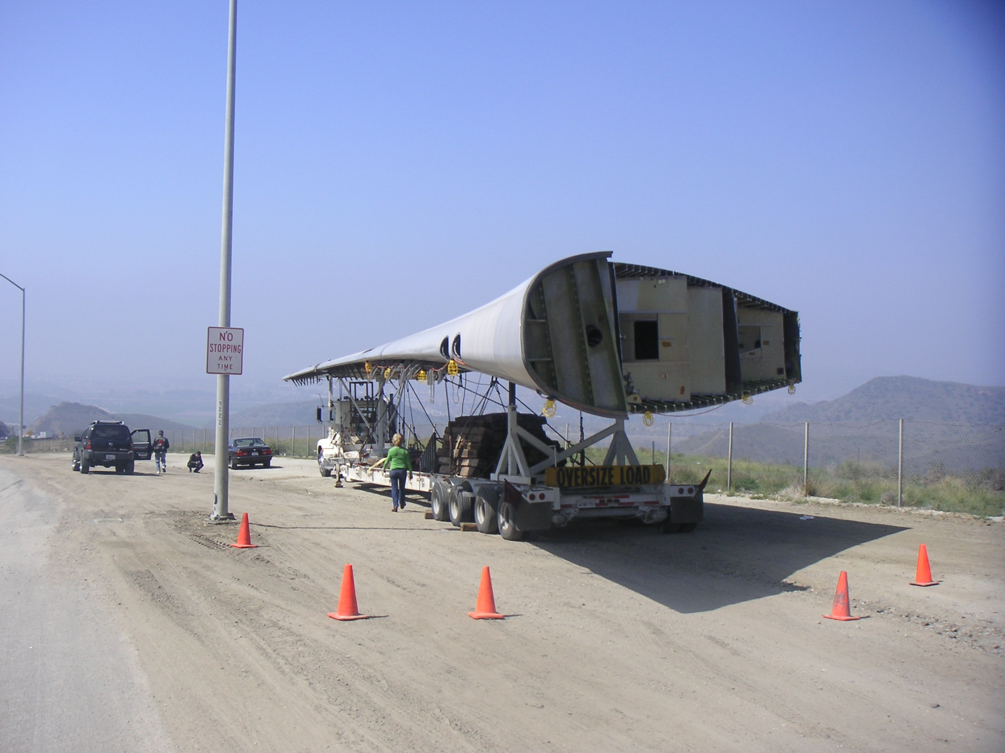File Wing On Semi During Transport Jpg Wikimedia Commons