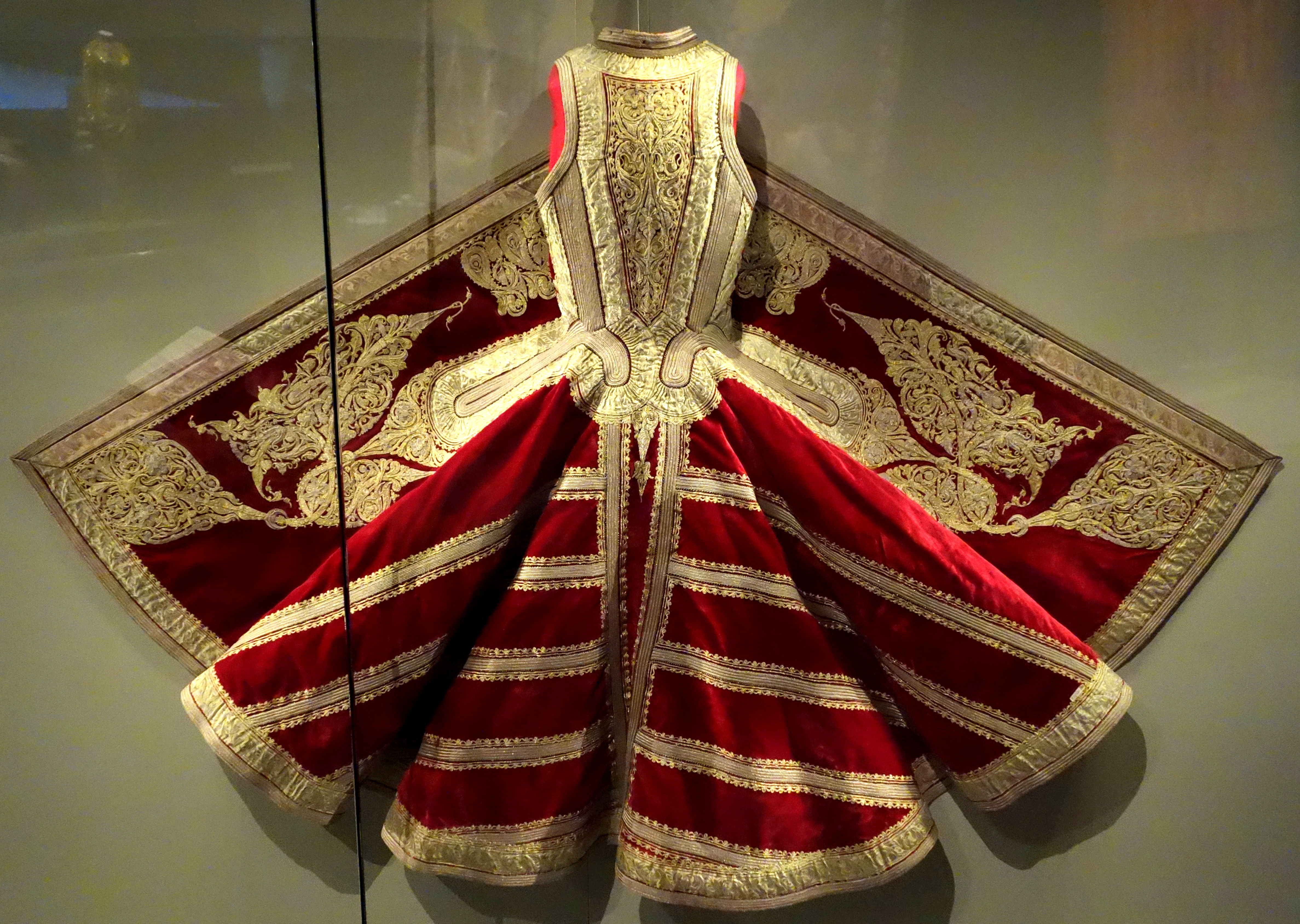 Traditional Clothes For Women In Pakistan