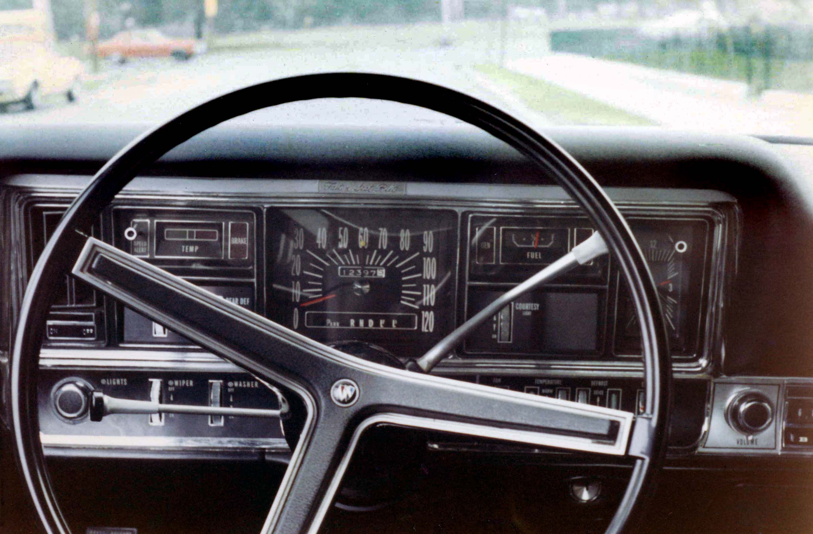 File 05 1968 Wildcat Custom   Dash