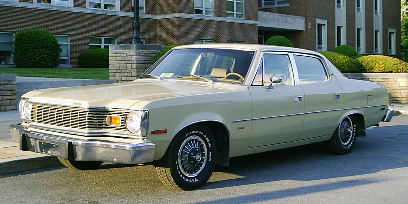1975_AMC_Matador_base_Sedan_beige_left-f