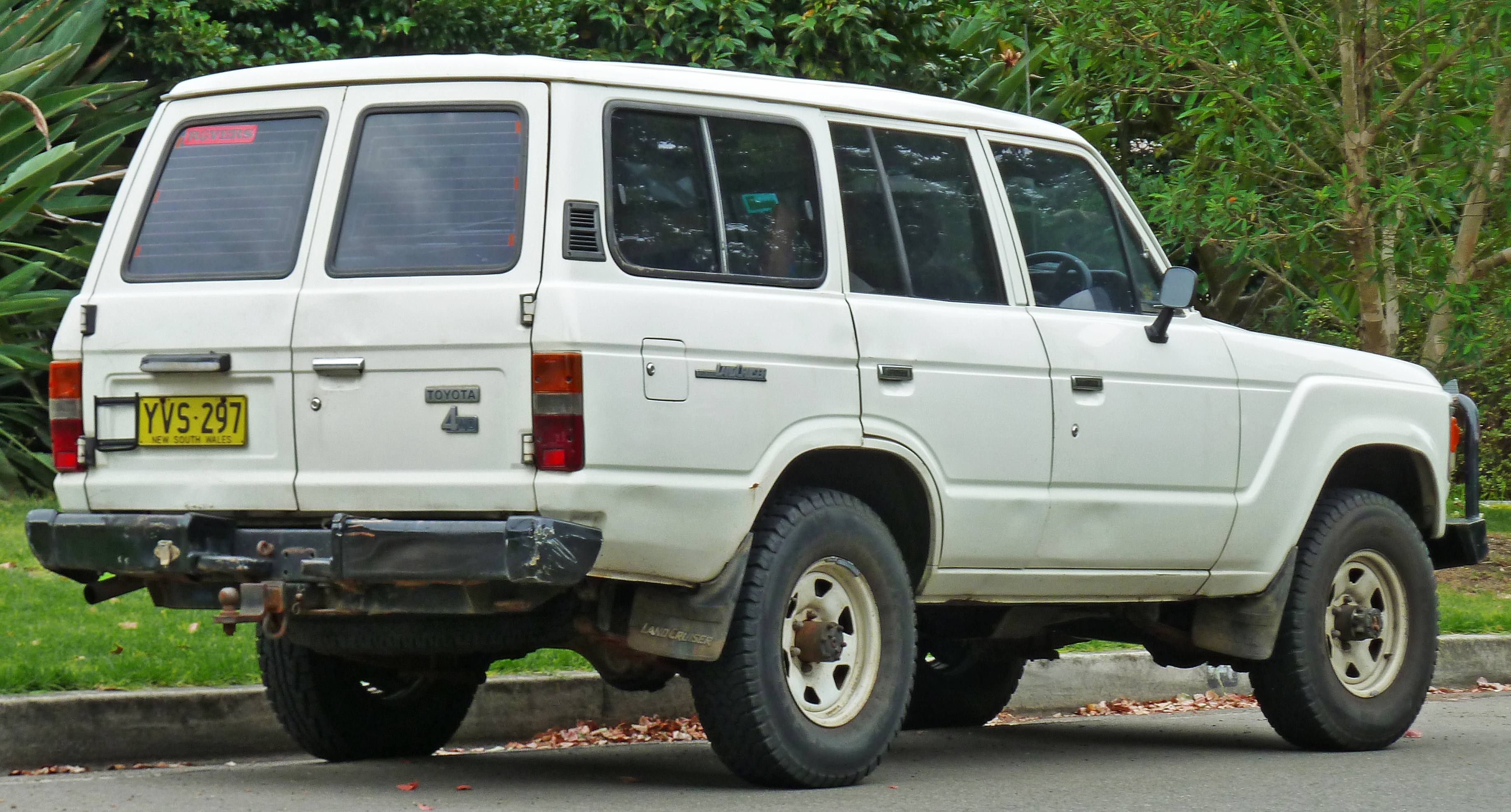 Toyota Land Cruiser Wiki >> File:1981-1987 Toyota Land Cruiser (FJ60) wagon (2011-03-10).jpg - Wikimedia Commons