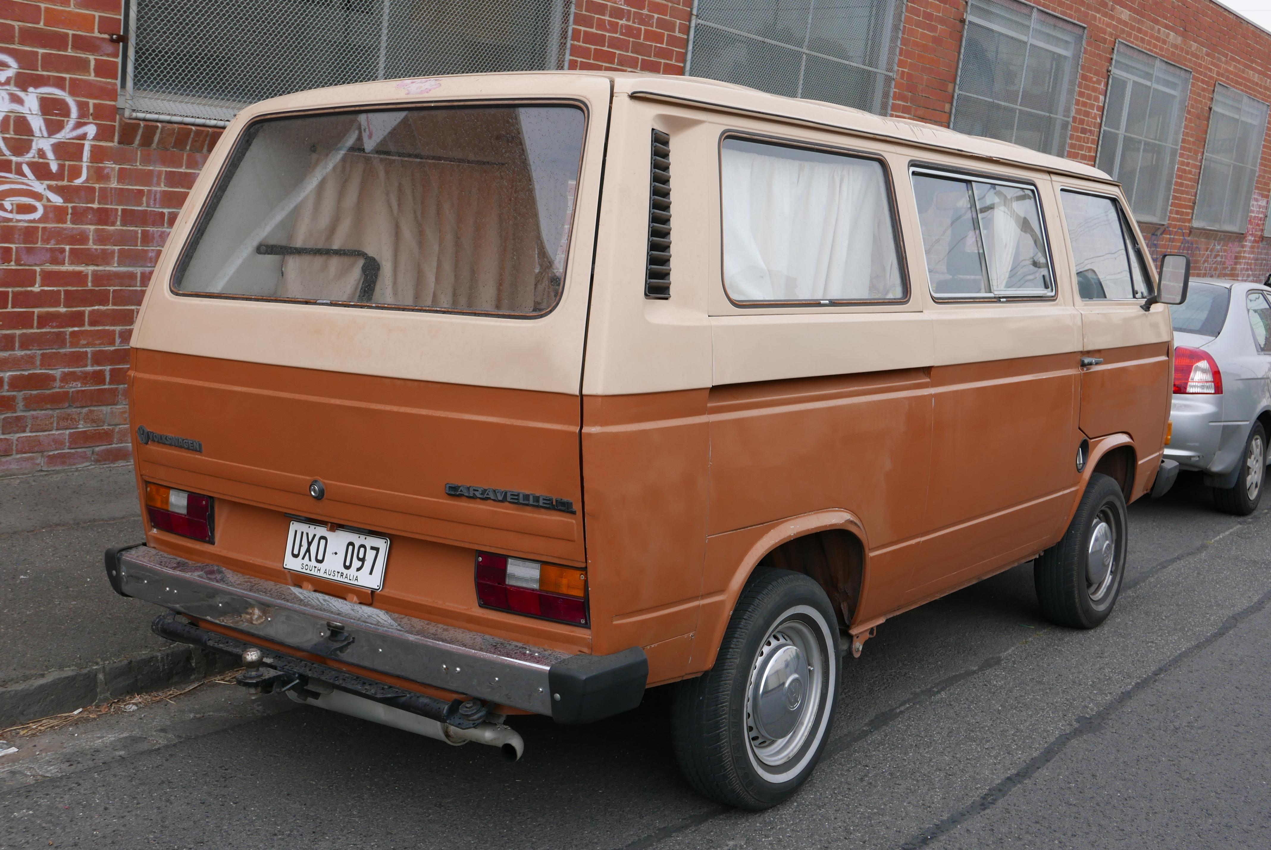 1984-1986_Volkswagen_Caravelle_(253)_CL_