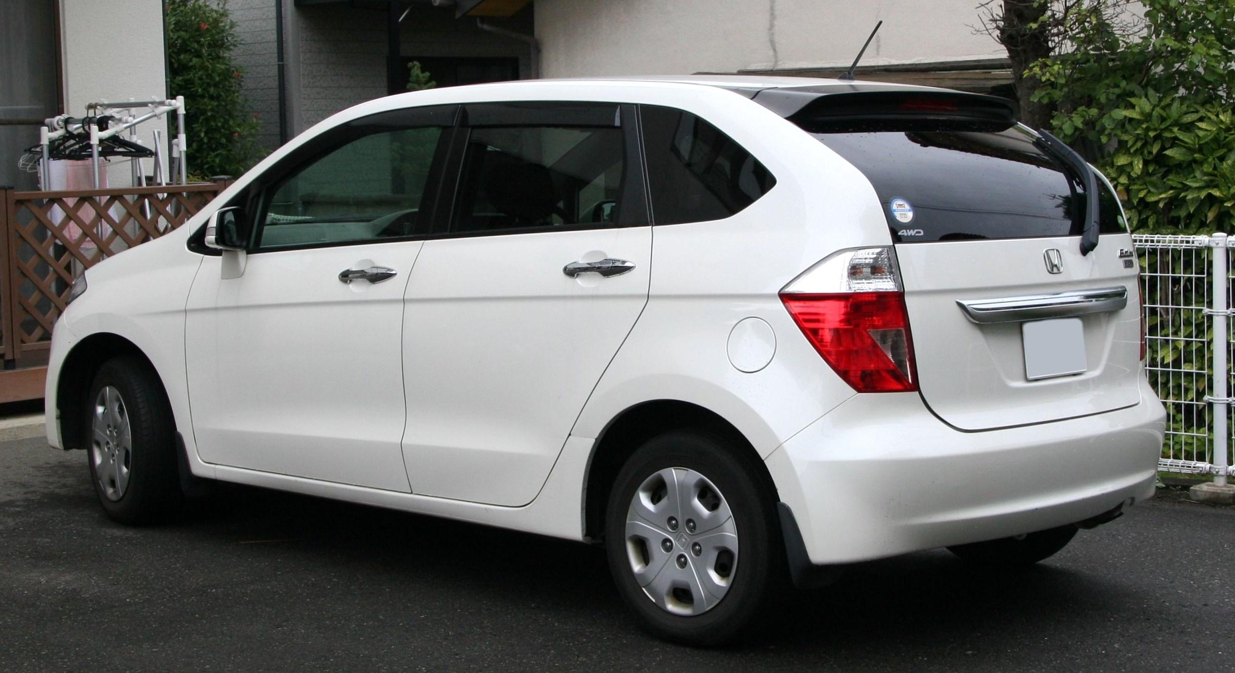 2004-2006_Honda_Edix_rear.jpg