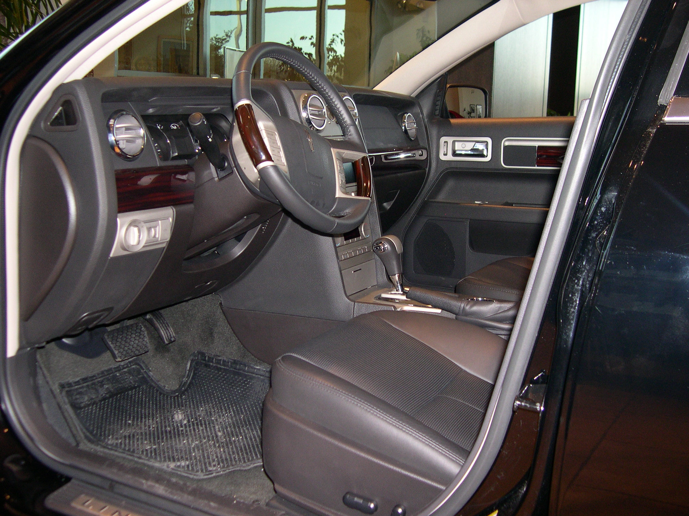File:2006 Lincoln Zephyr interior.JPG - Wikimedia Commons