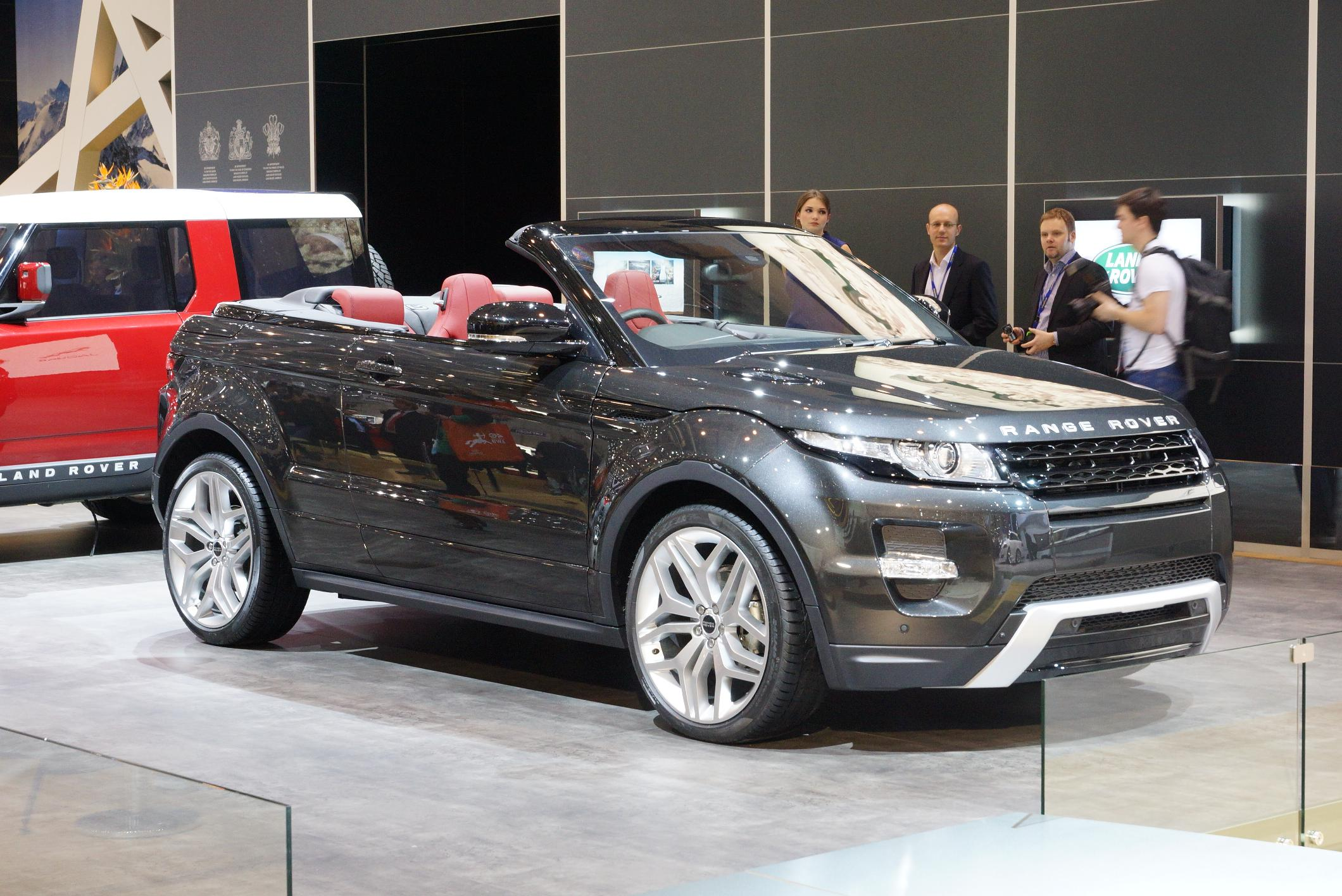 https://upload.wikimedia.org/wikipedia/commons/4/47/2012_Geneva_Motor_Show_-_Range_Rover_Evoque_Convertible_%286974963889%29.jpg