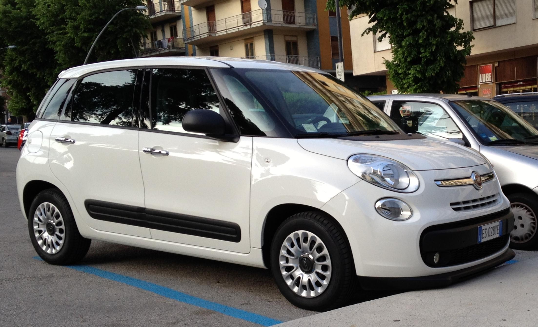 2014 Fiat 500L 1.3 Multijet Pop front.JPG