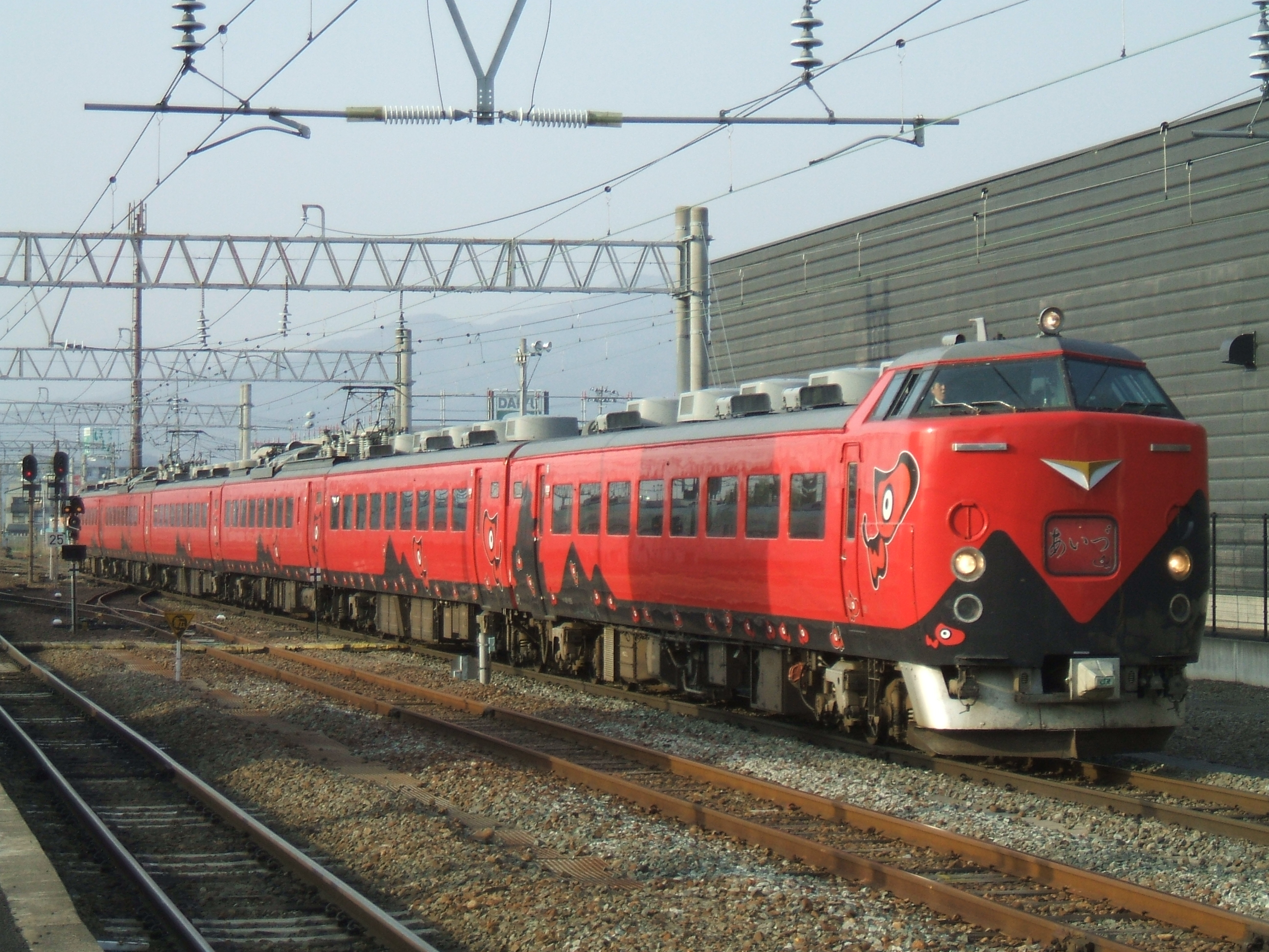 485 Rapid Aizu-Liner at Aizuwakamatsu Station in Spiring.jpg