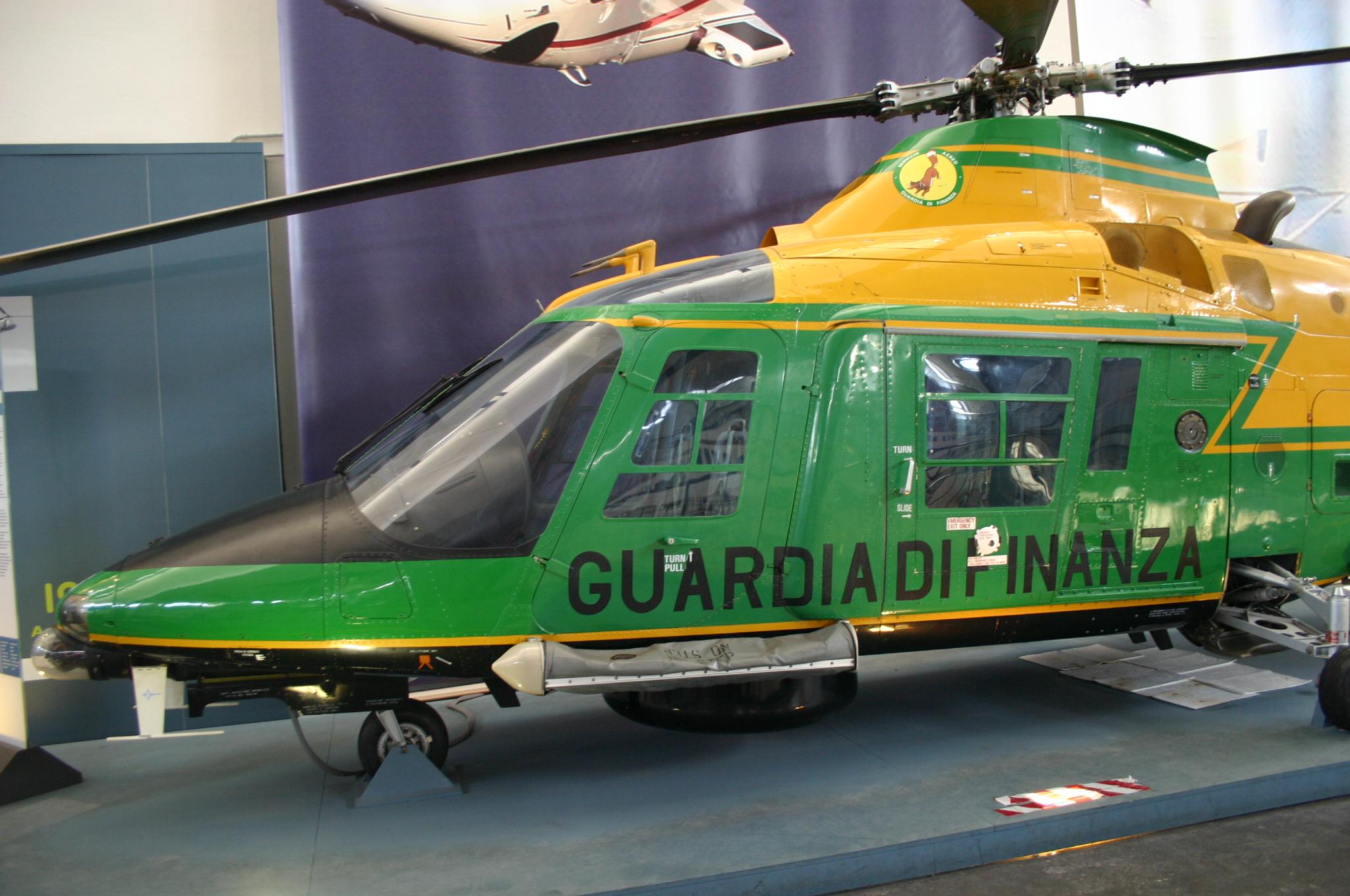 Elicottero Milano : File:9975 milano museo scienza elicottero augusta a 109 1985
